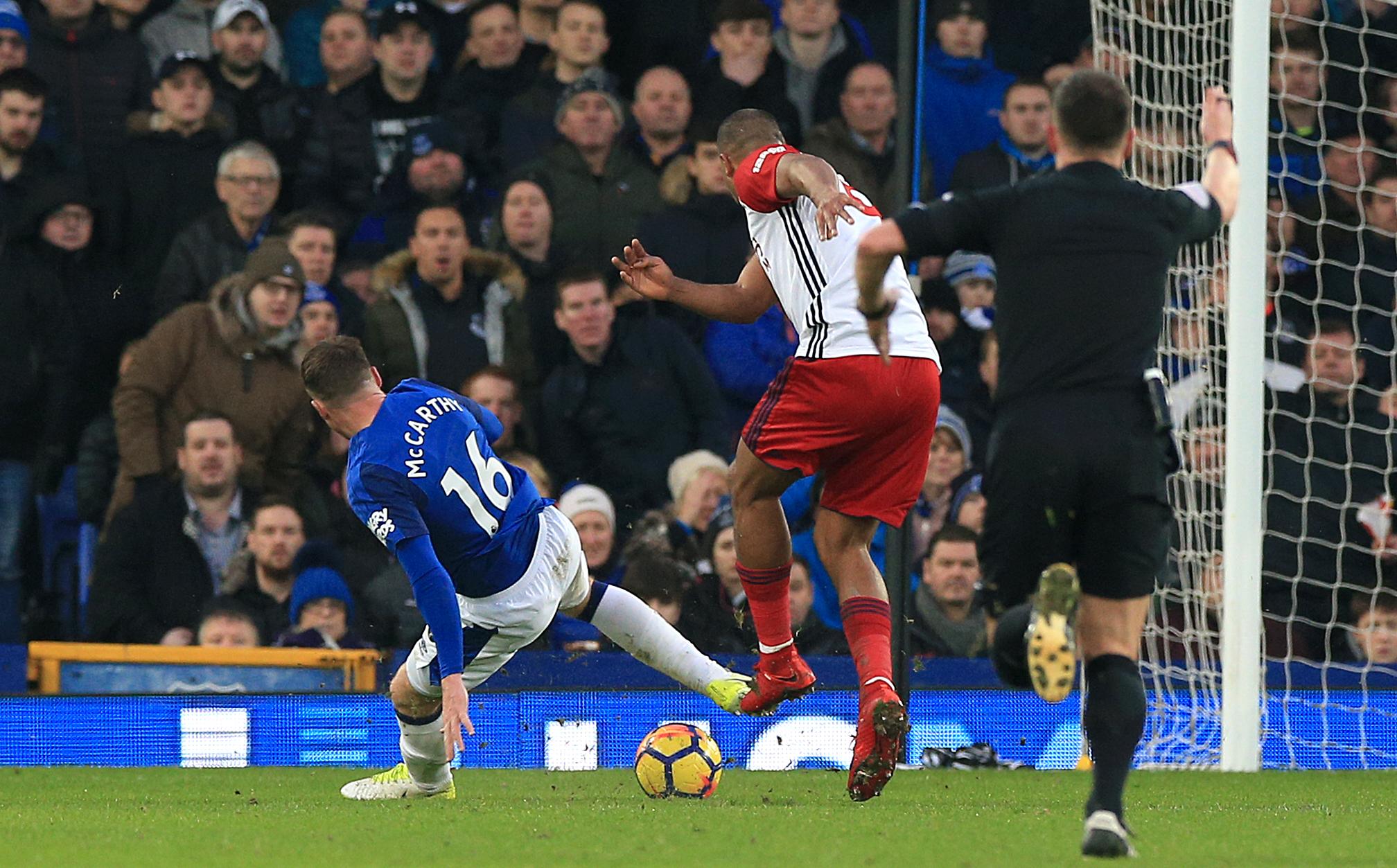 James McCarthy suffers double leg fracture, Everton confirms