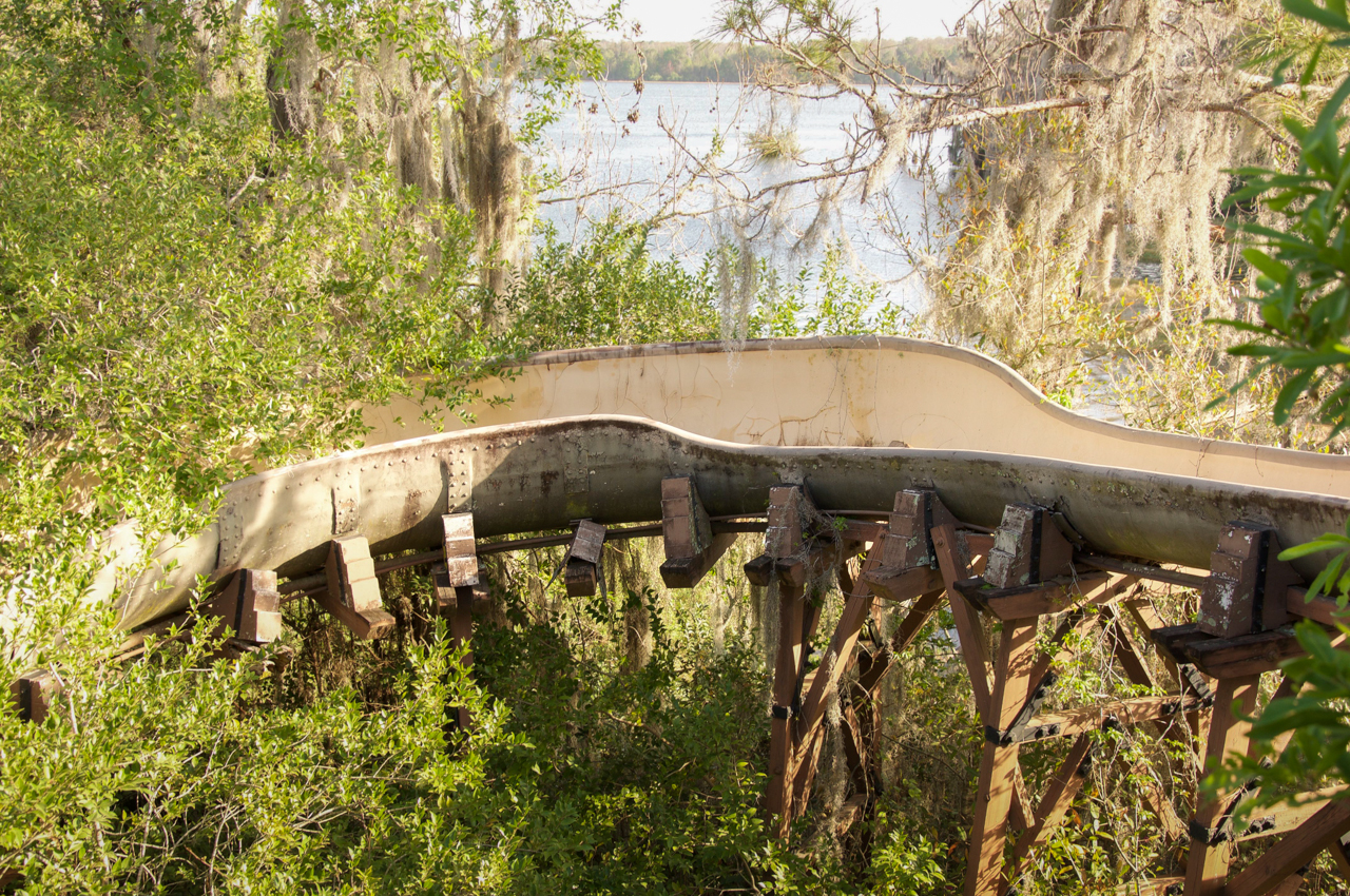 Truly Creepy Photos From An Abandoned Disney World