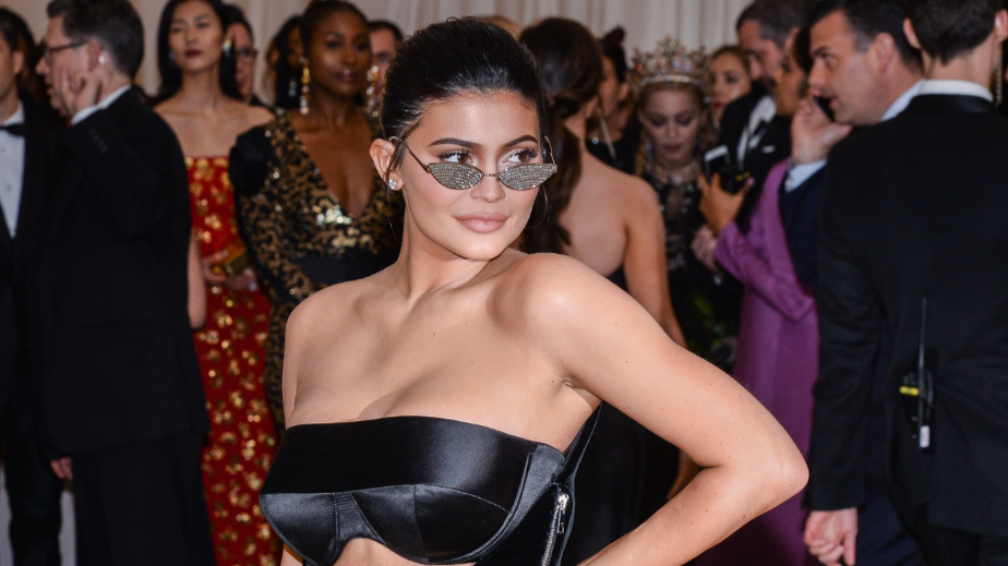 ​People Are Donating Money To Kylie Jenner So She Becomes Youngest Billionaire