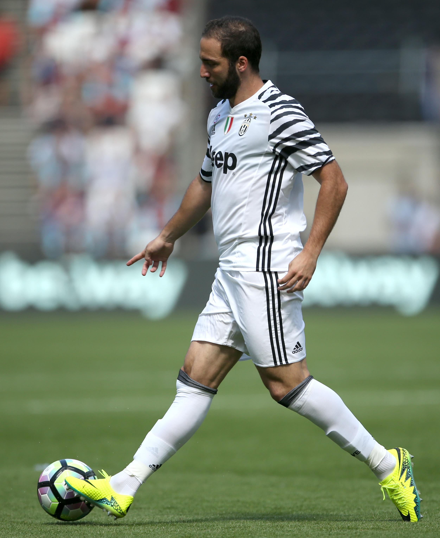 Former Real Madrid Star Trolls Fat Gonzalo Higuain TheSPORTbible