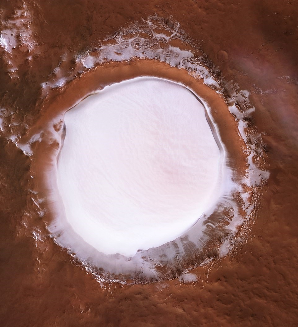 The huge icy crater on Mars. Credit: ESA/DLR/FU Berlin