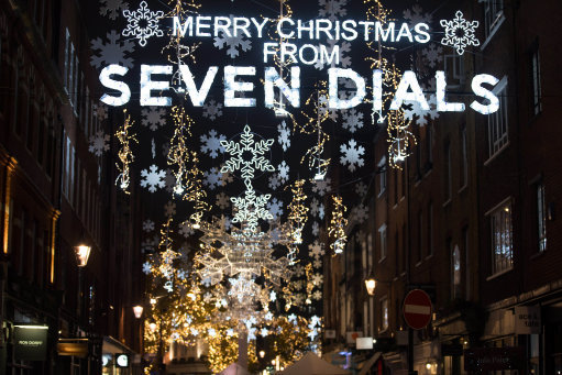 Christmas lights around the Seven Dials monument flashed to Billy's heartbeat. (Credit: PA)