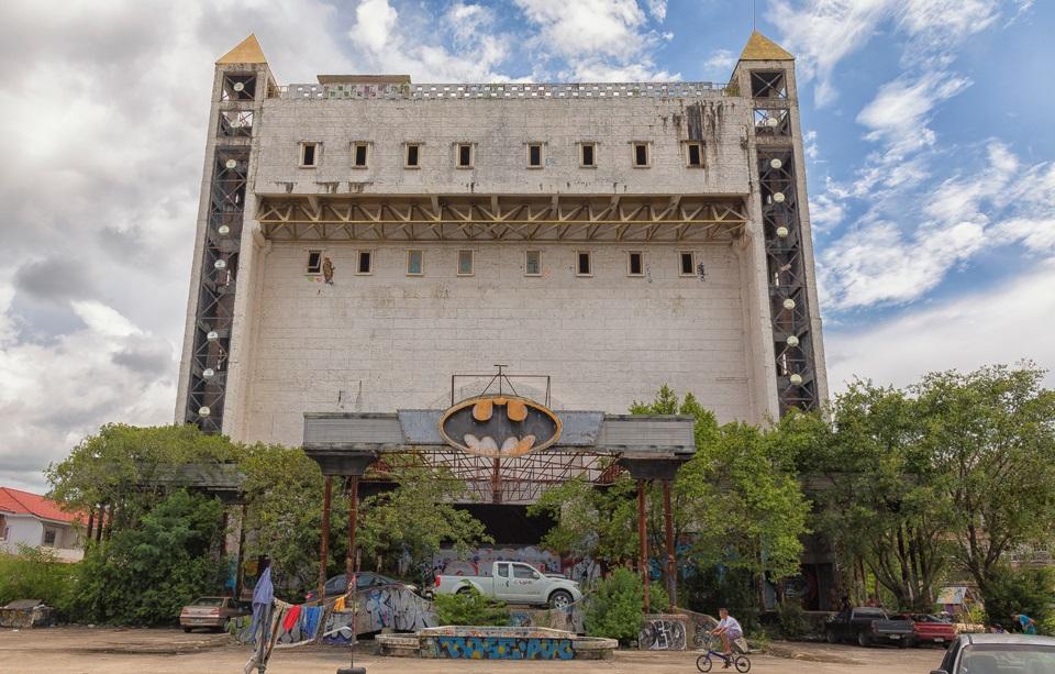 Abandoned 'Batman-Themed Nightclub' In Thailand Looks Creepy As Hell