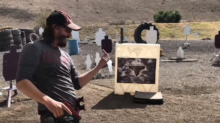 Keanu Reeves during the training sesh. Credit: YouTube/Vigilance Elite
