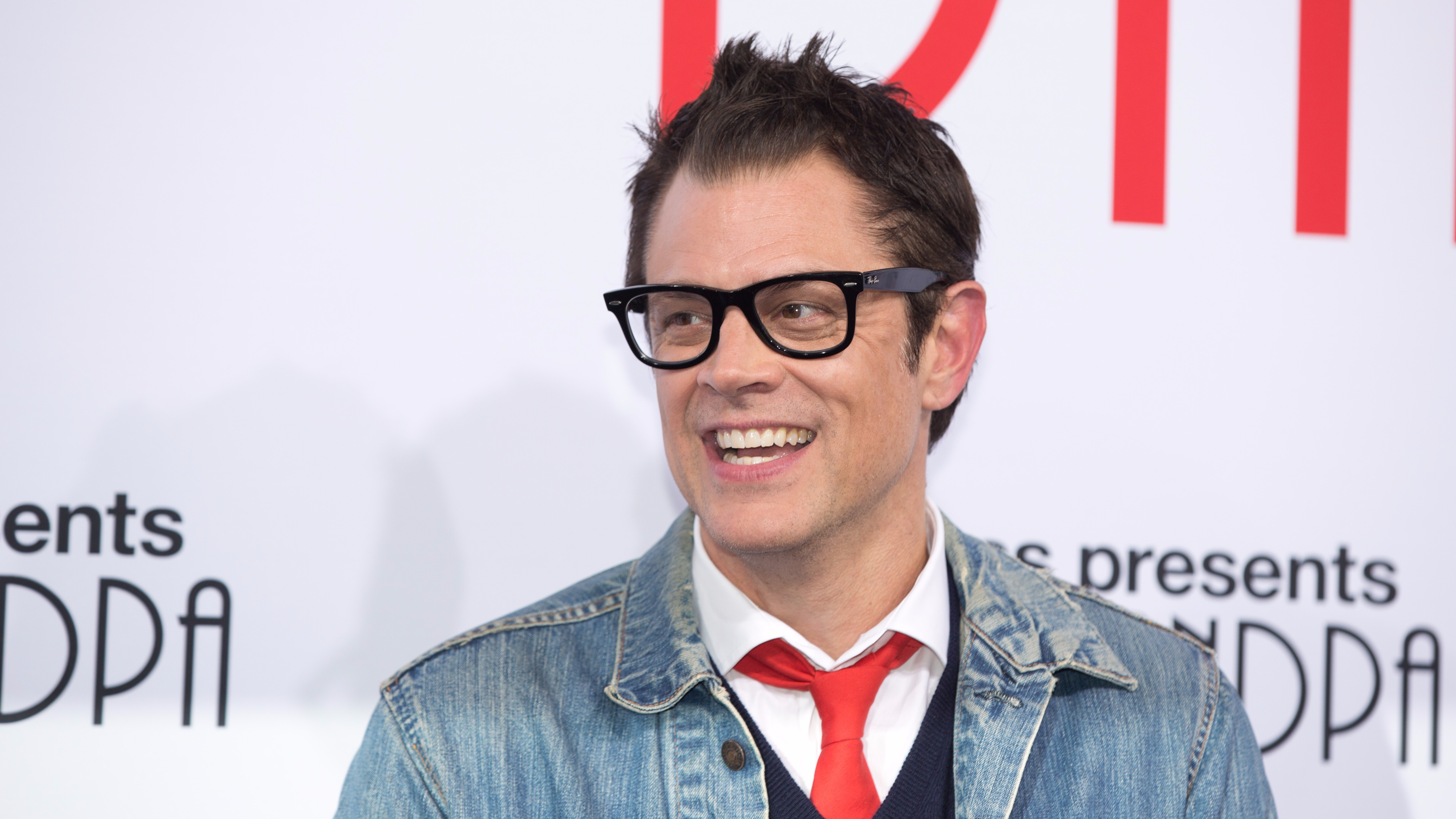 why we don t see much of johnny knoxville nowadays ladbible