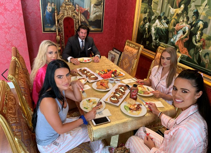 Travers with wife and girlfriends enjoying Valentine's Day breakfast. Credit: Candy Shop Mansion/LADbible