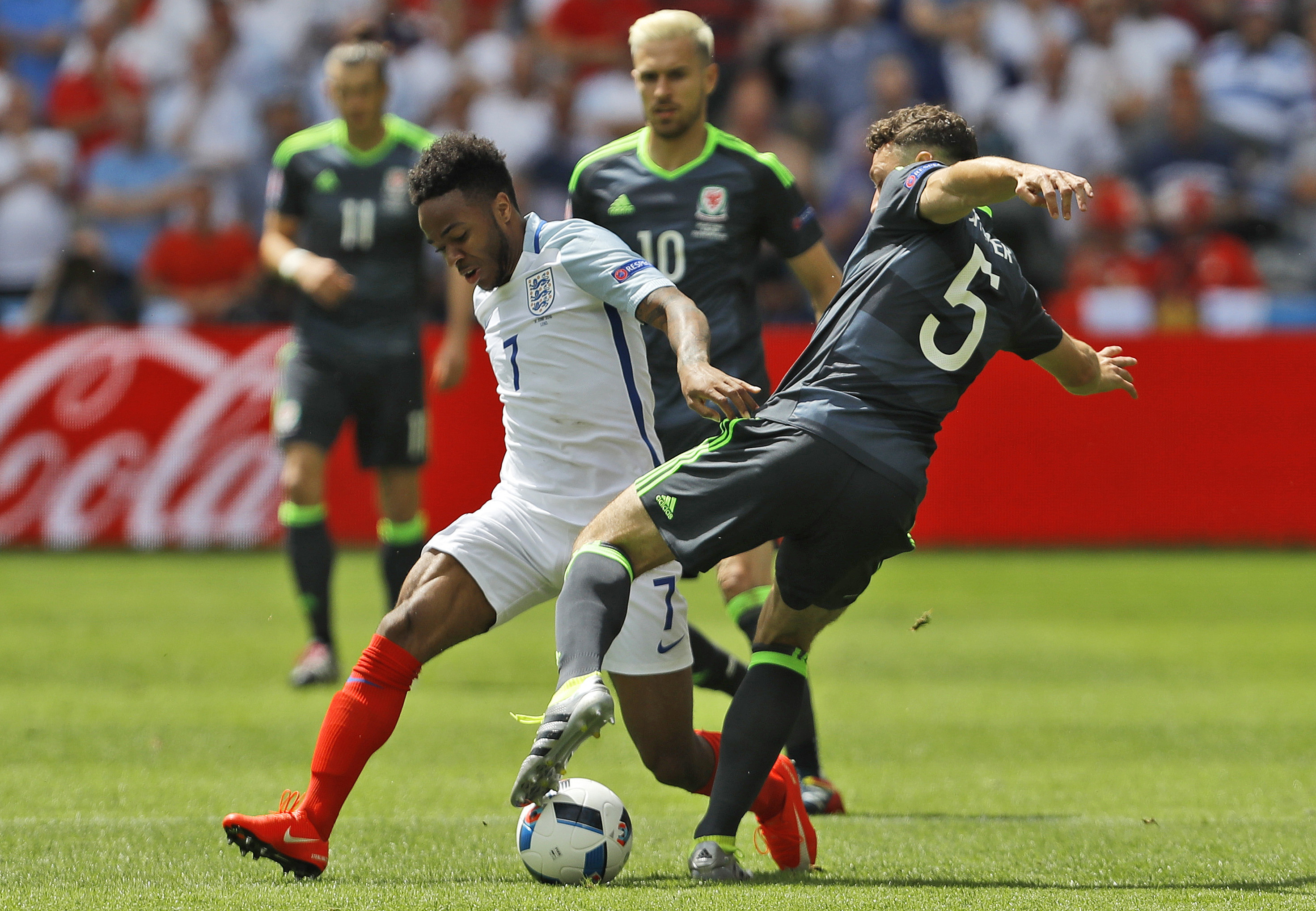 Southgate ready to protect troubled Sterling