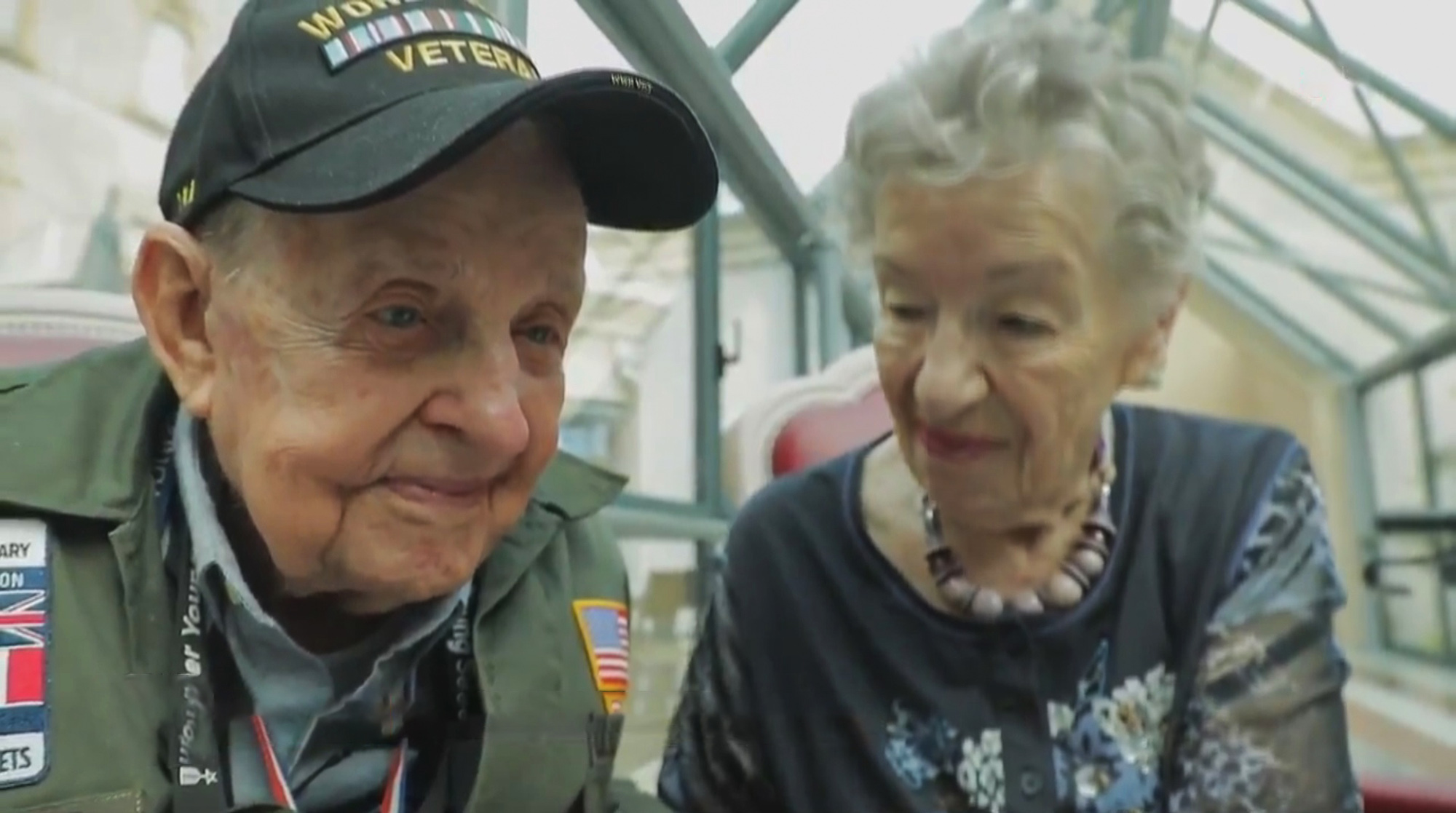 The pair were reunited after 75 years apart. Credit 20 heures le journal  France 2