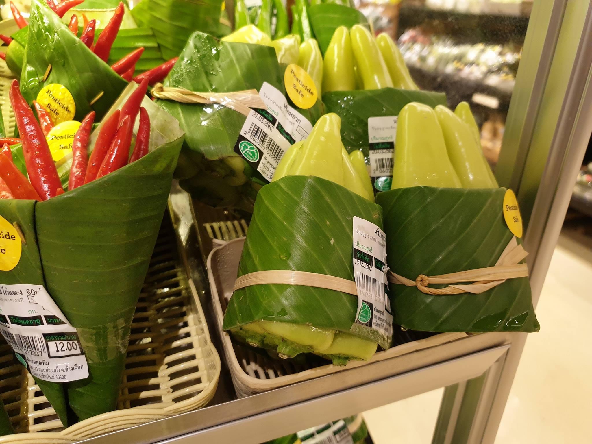 Banana leaves - Good, plastic - Bad. Credit: Facebook