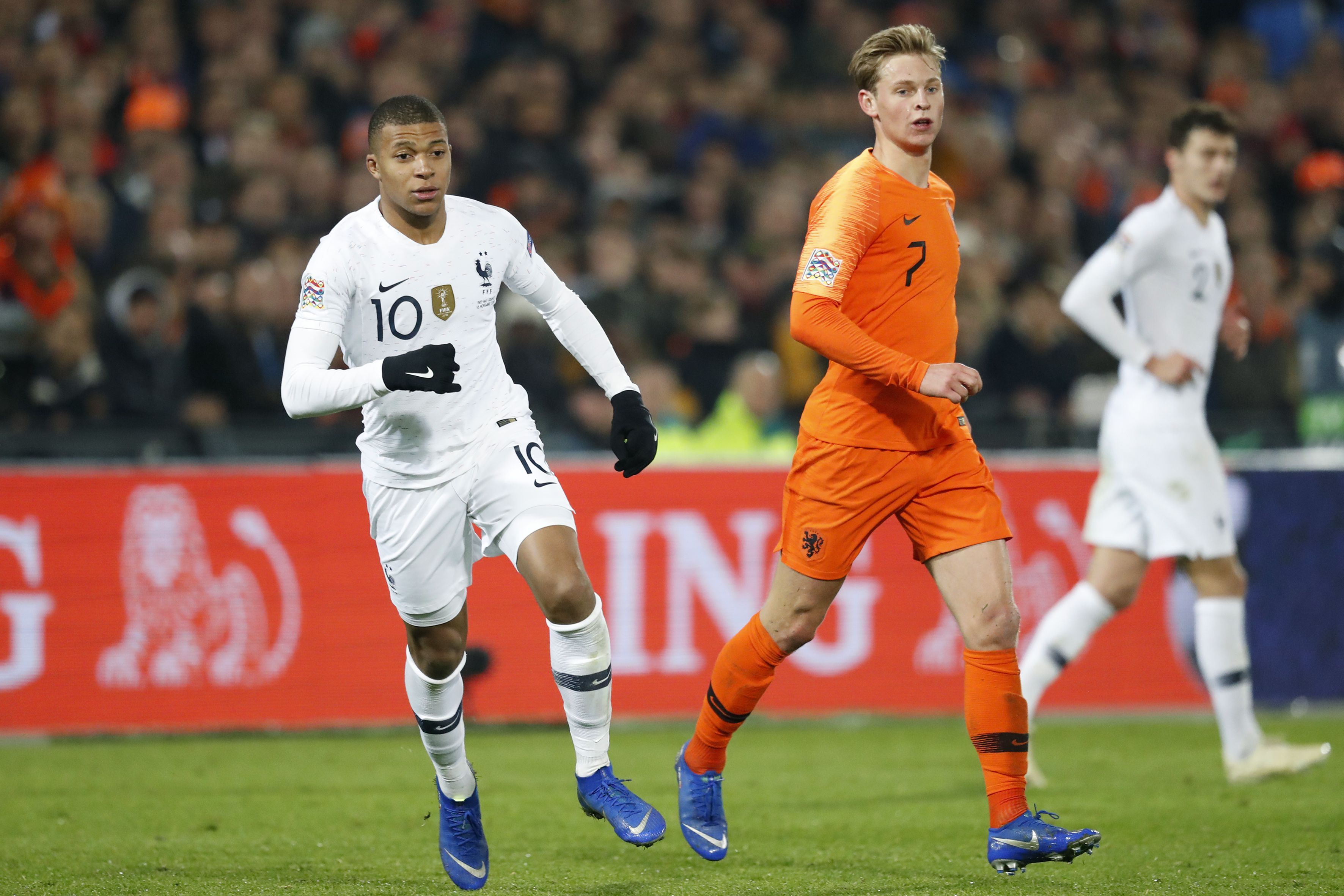Ajax midfielder De Jong admits being big fan of Chelsea ace Jorginho