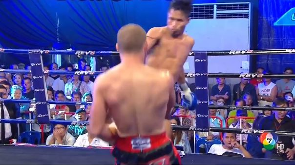 MMA Fighter Dodges Head Kick So Good He Almost Drops Out Of Shot