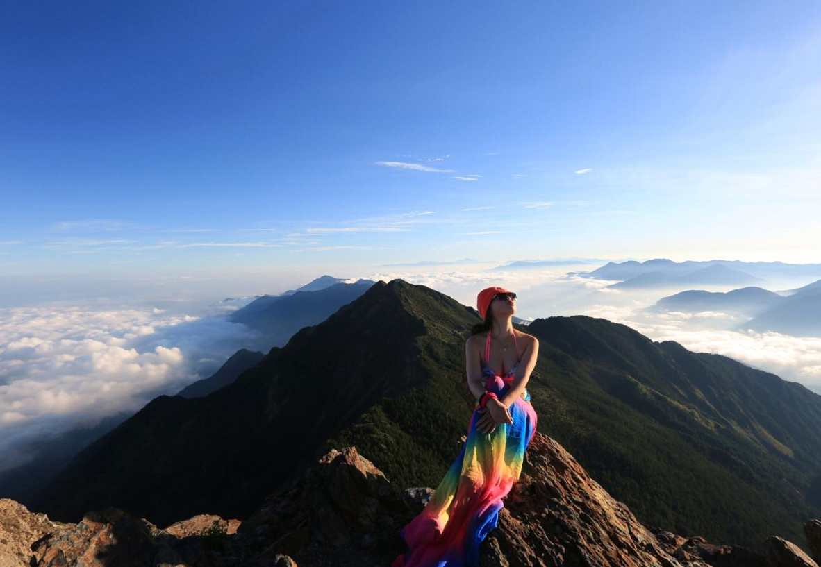 Taiwanese social media star 'bikini climber' dies after falling down a ravine
