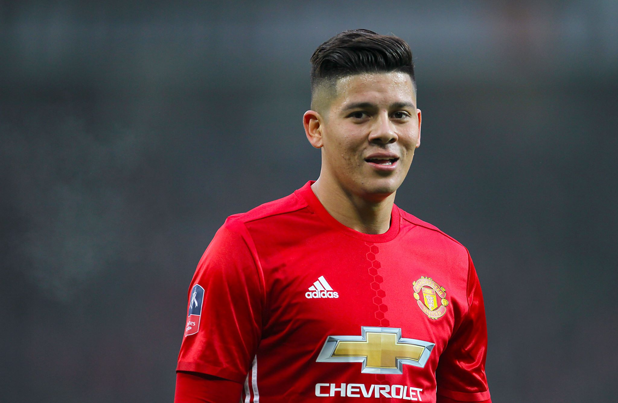 Everton close to signing £30m Man United defender Rojo