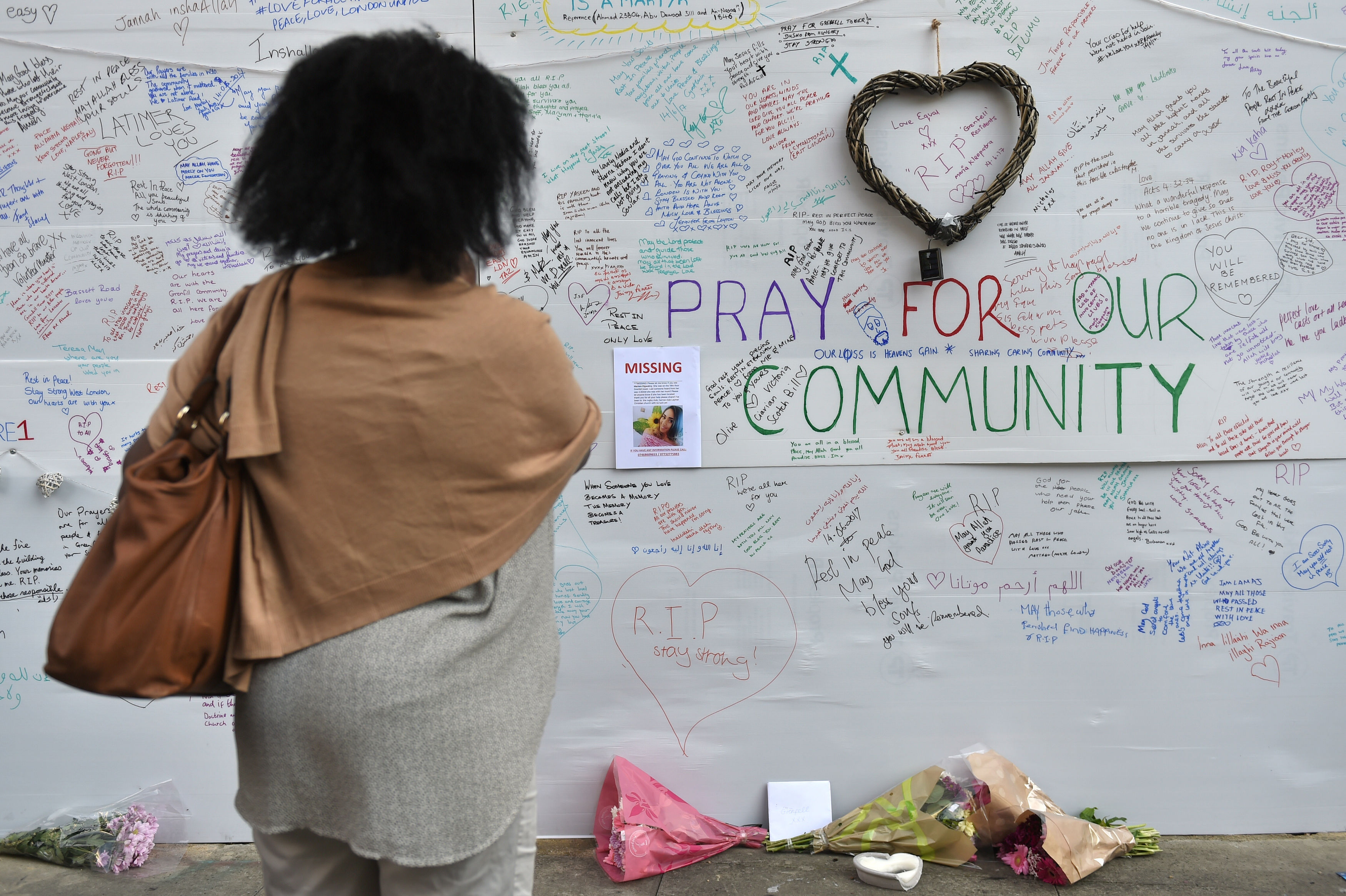 People write messages about Grenfell Tower