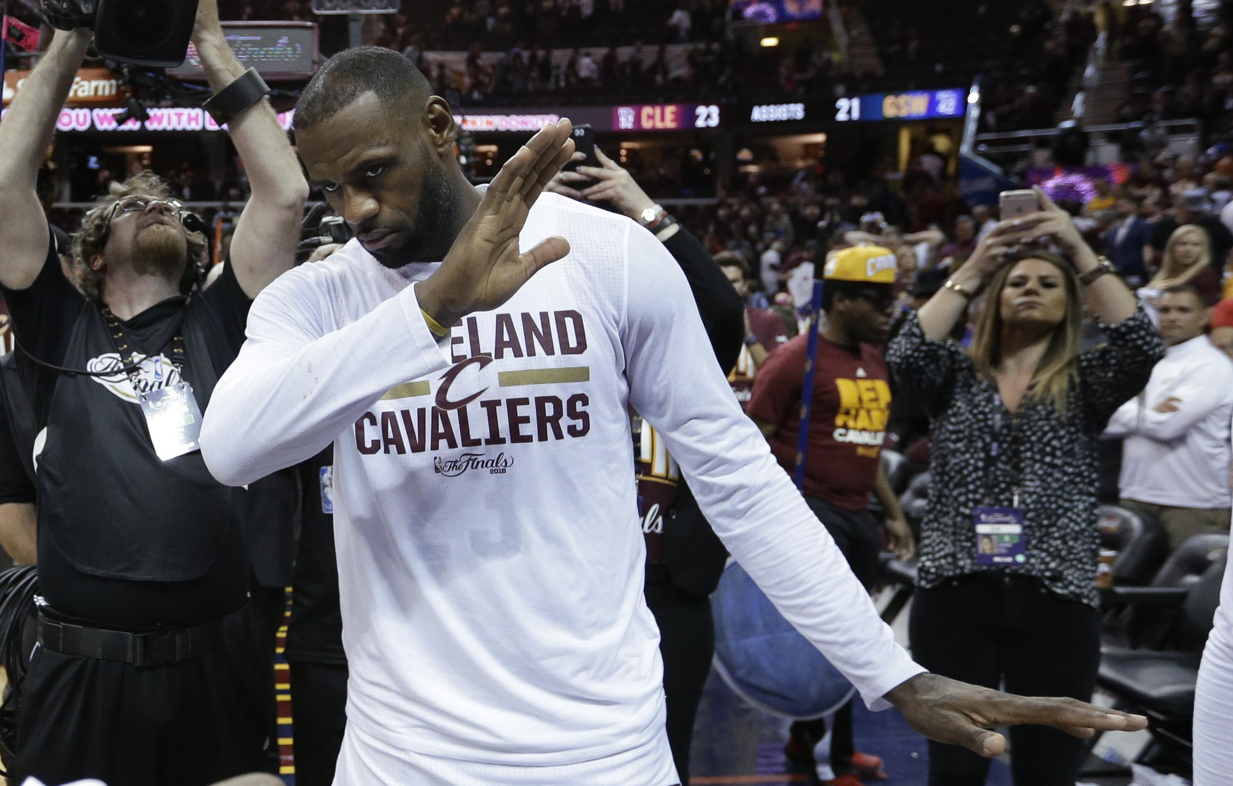 LeBron James Dominates Stephen Curry In Cav's Win - SPORTbible