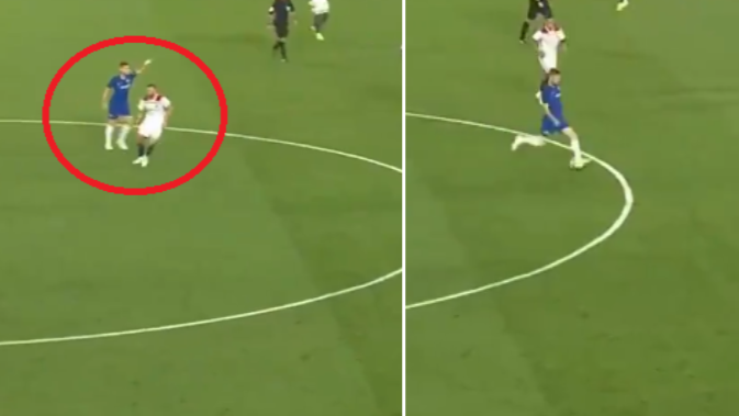 Jorginho Brilliantly Directs N'Golo Kante Before Playing Inch Perfect Pass
