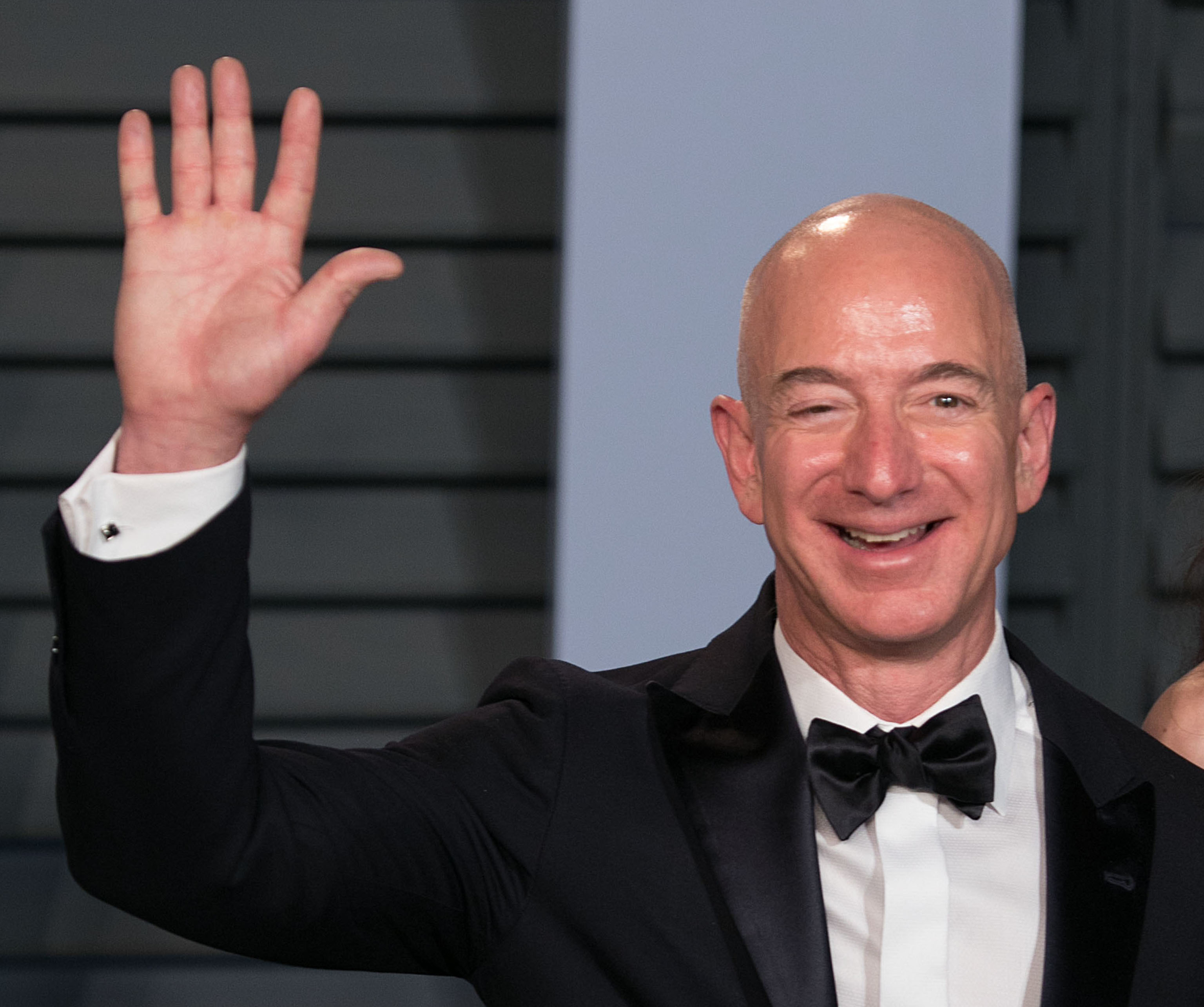 jeff bezos claims that national enquirer is blackmailing