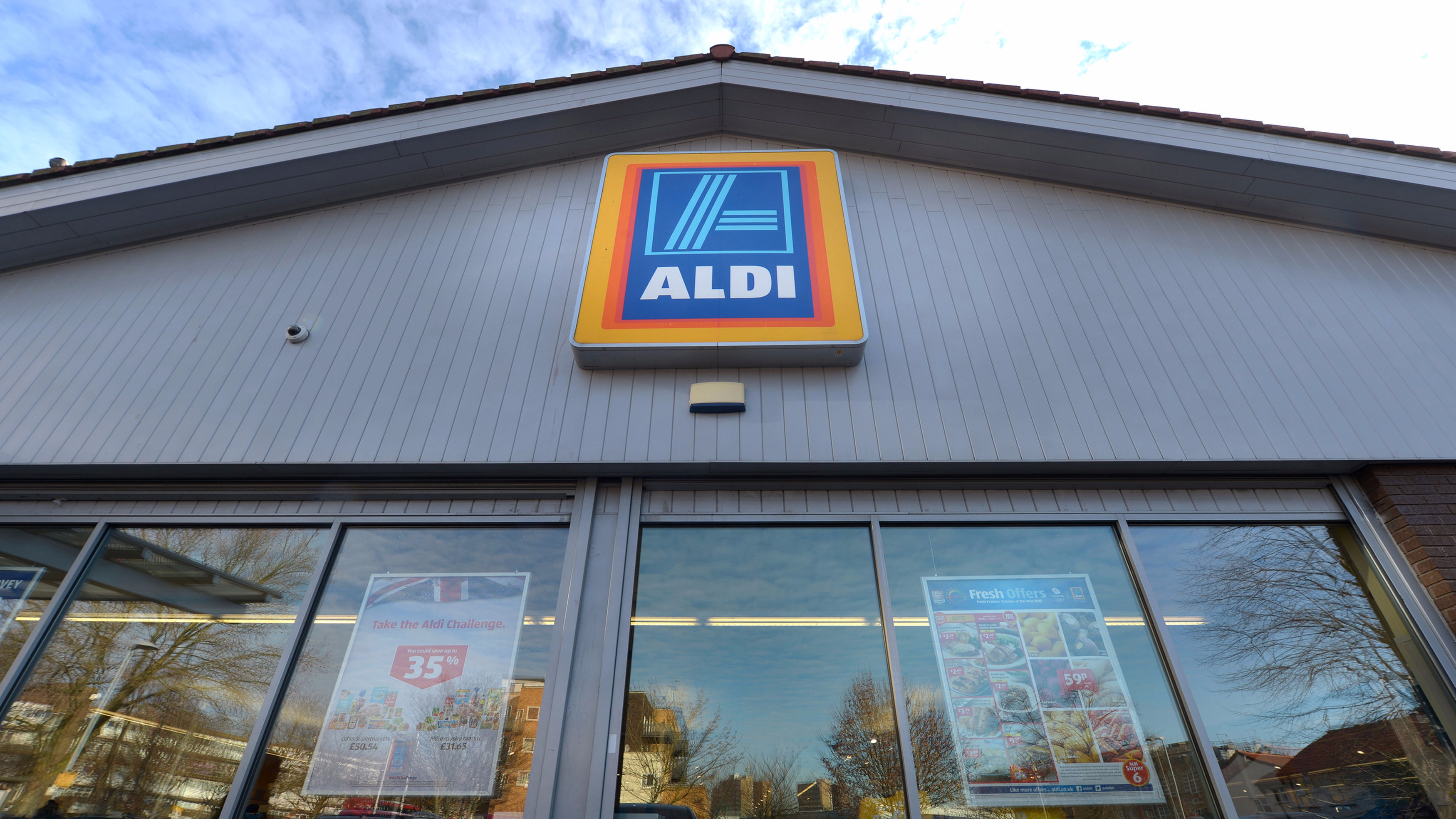 Aldi Is Giving Away Unsold Food To Those In Need On Christmas Eve