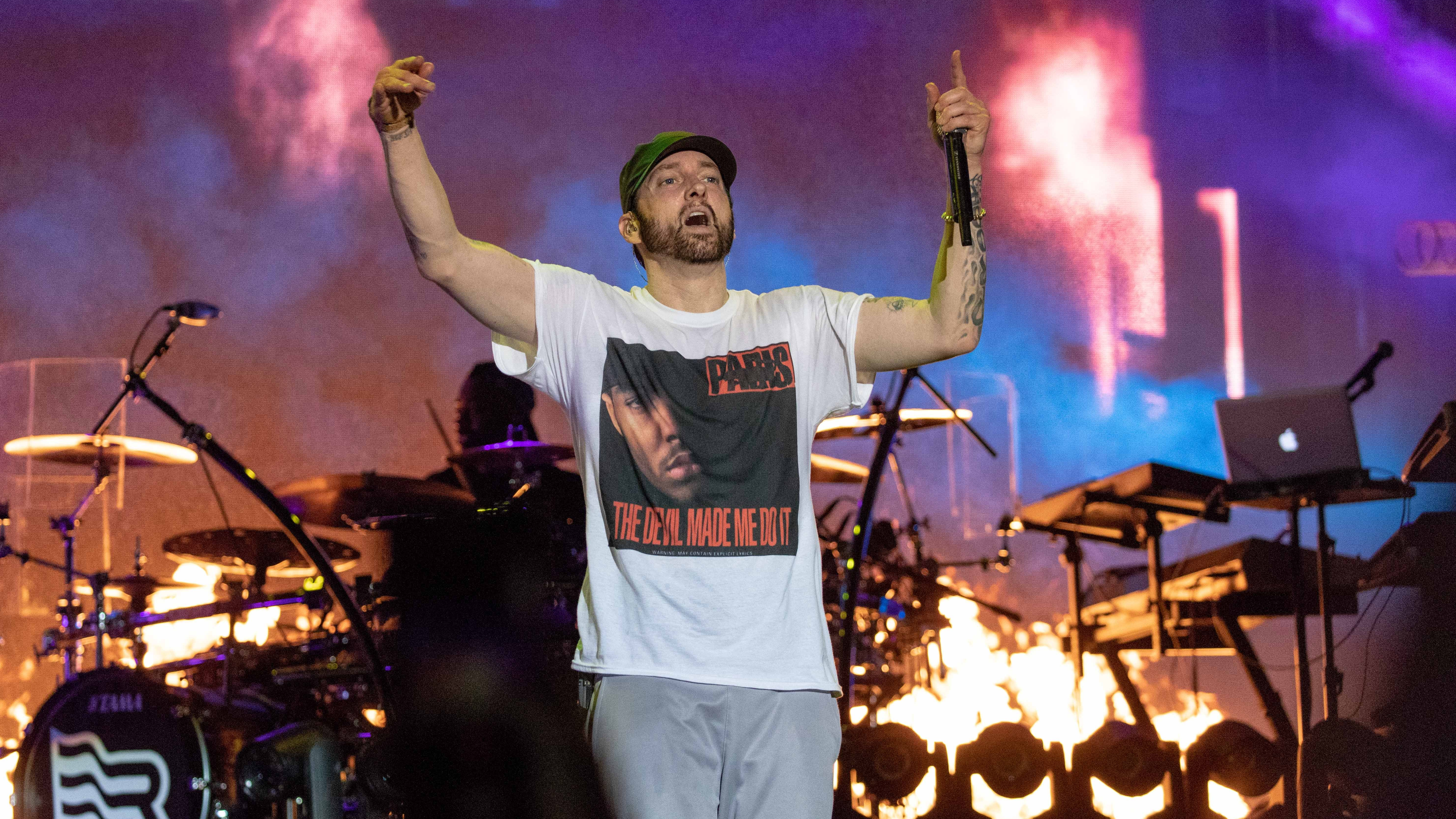 Video Of Eminem Freestyling With Proof Proves He's The King