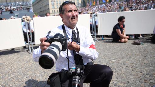 Barack Obama's Former Photographer Trolls Donald Trump's 'Time' Claims