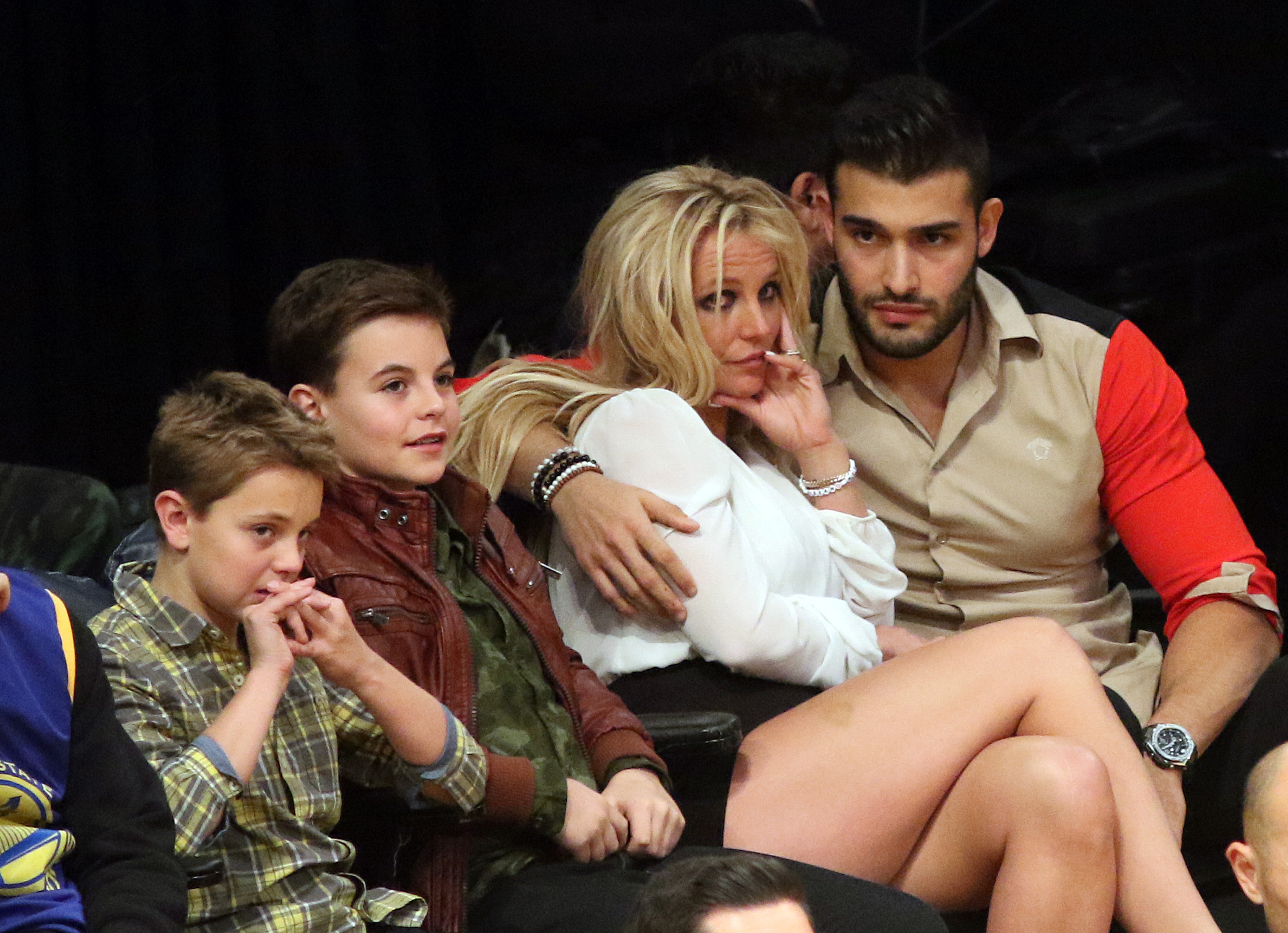Everyone reckons Britney is engaged thanks to this photo