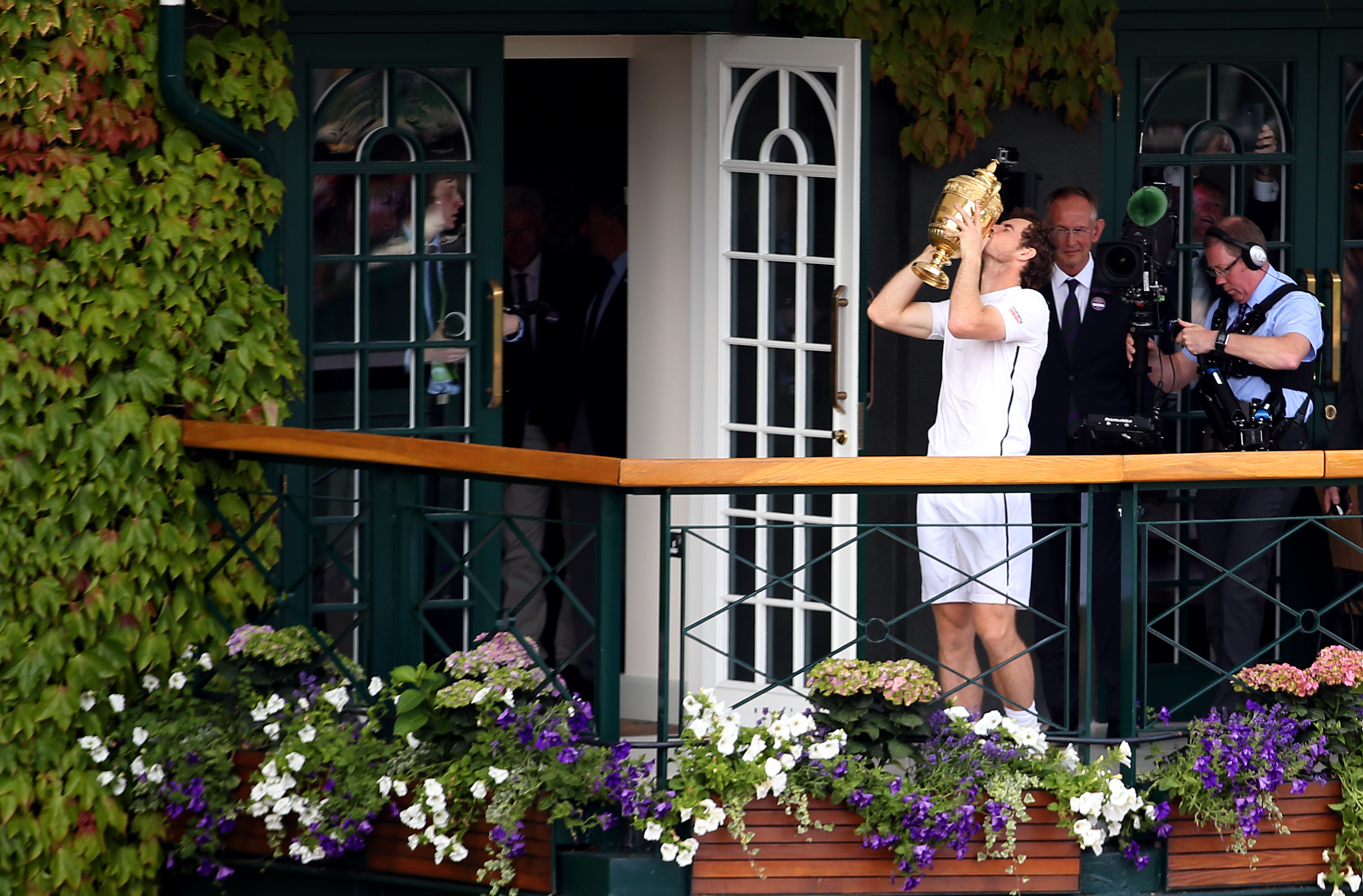 Murray kisses his second Wimbledon trophy. Image: PA Images