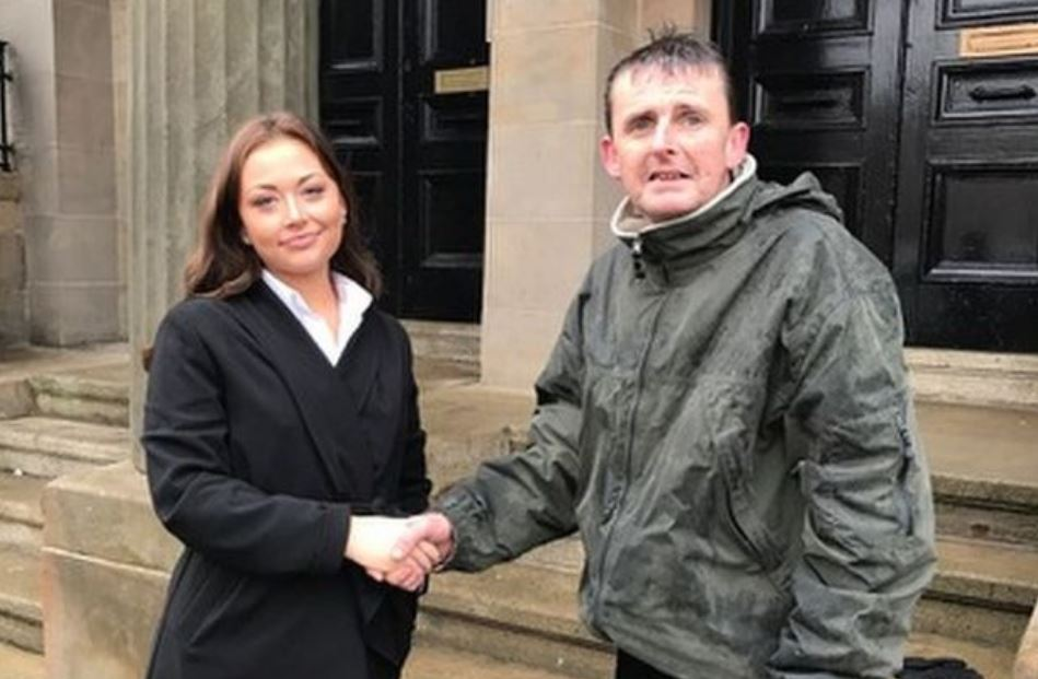 Homeless man waited for hours in rain to guard stranger's £450