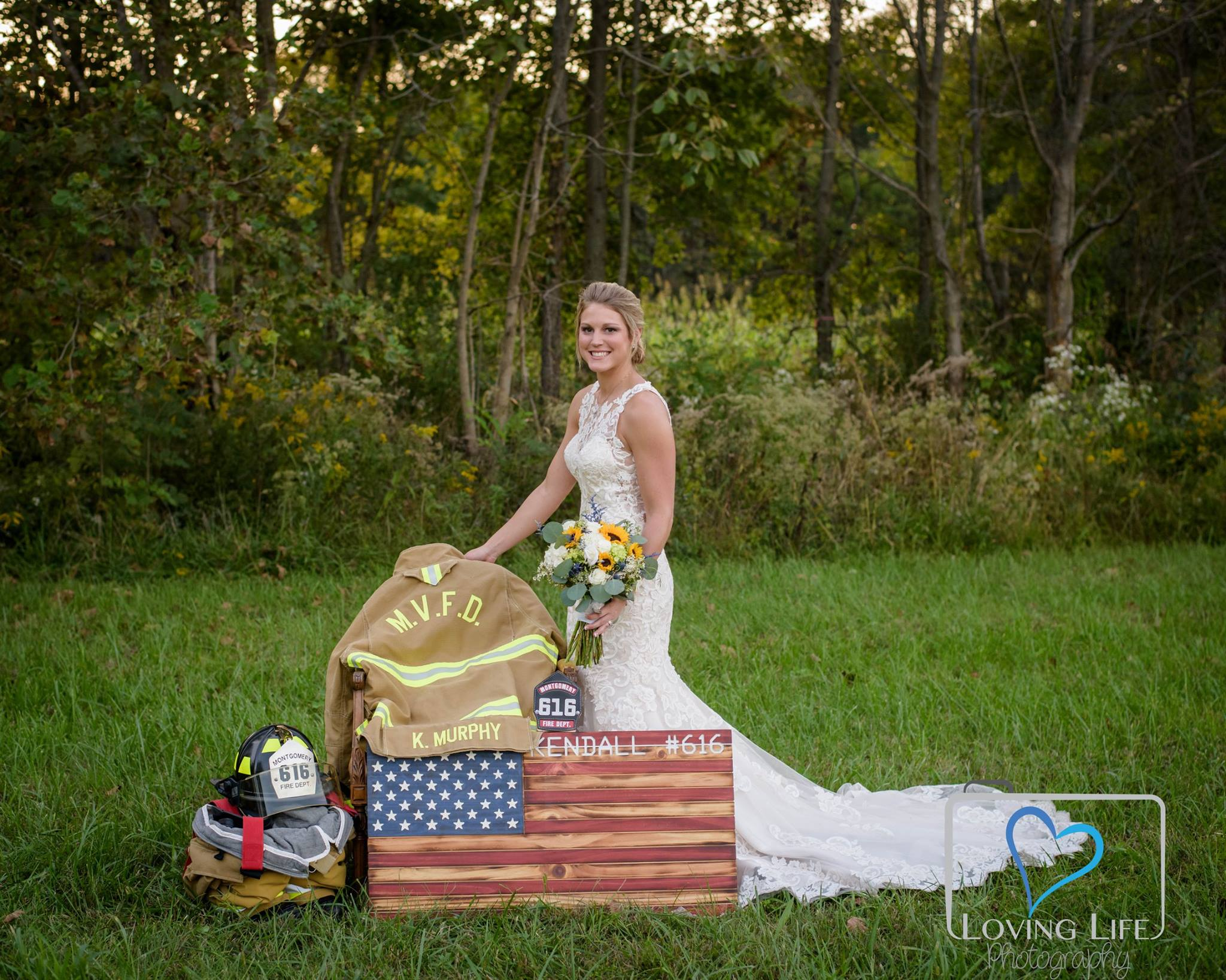 Ind. bride takes wedding photos alone after fiancé killed
