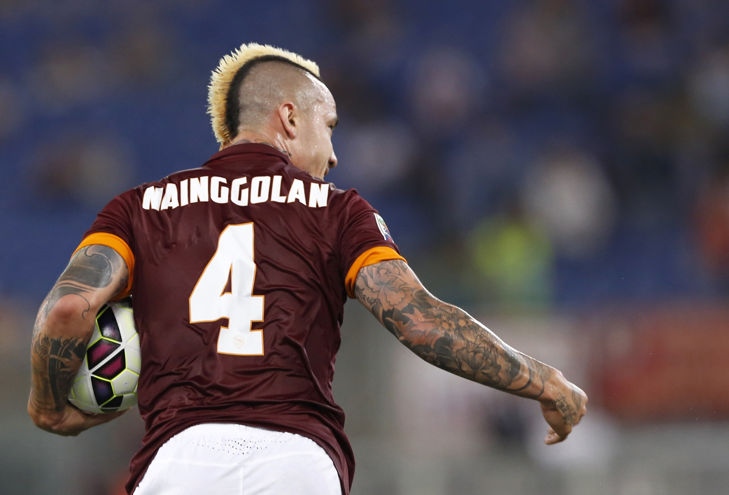 Manchester United looking to beat Chelsea to Radja Nainggolan