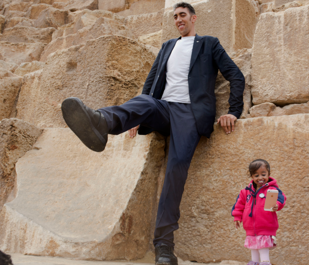 World's tallest man meets shortest woman