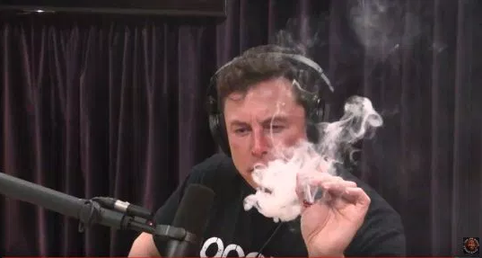 Elon Musk smokes weed on the Joe Rogan Experience