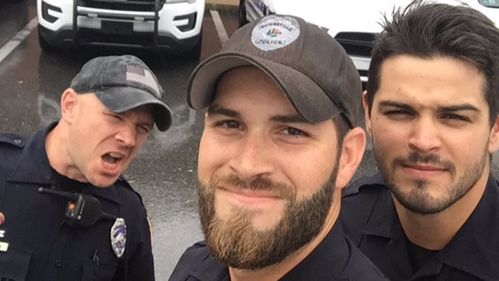 People Are Getting Thirsty Over This Picture Of Policemen Helping After Irma
