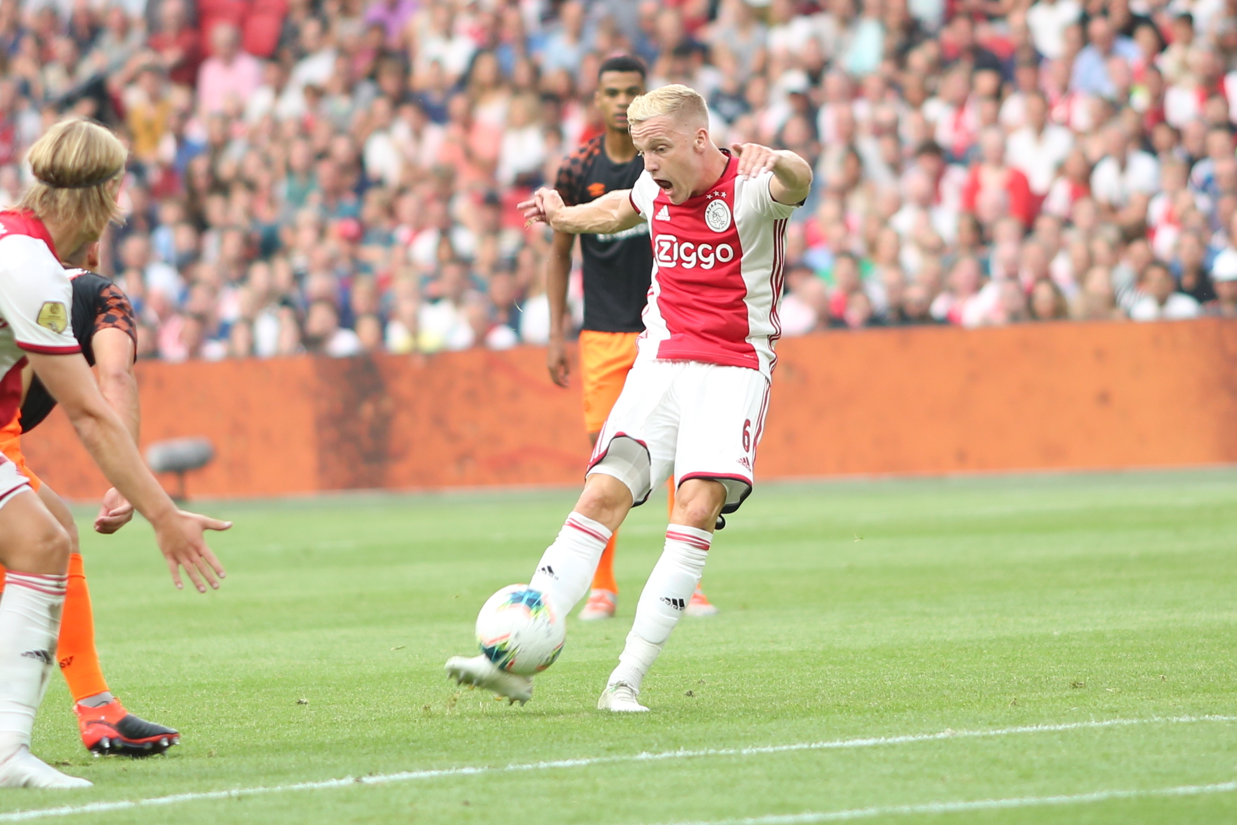 Ajax coach Ten Hag: Van de Beek must stay