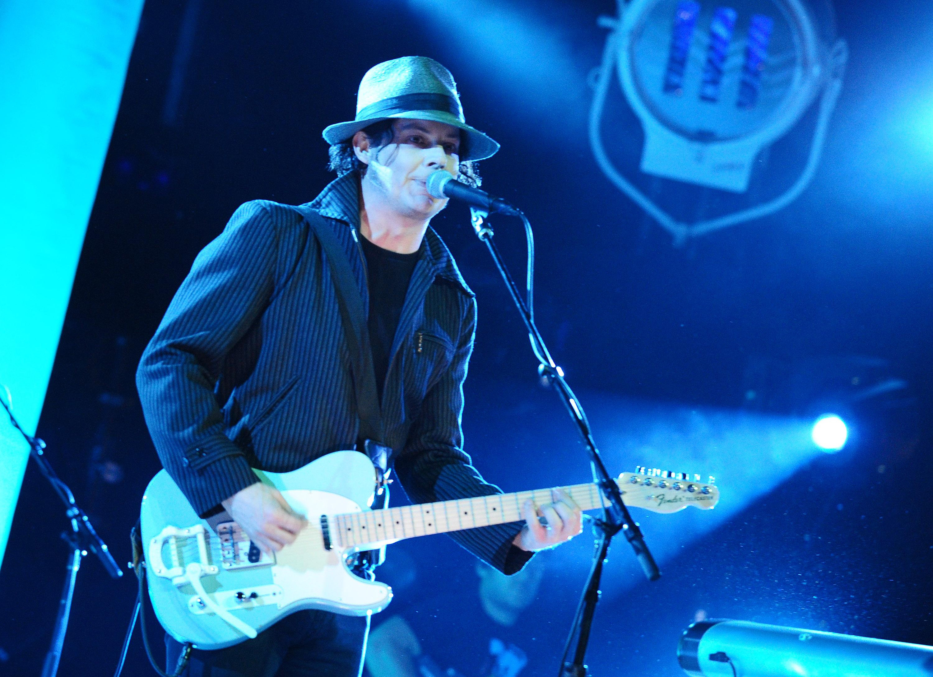 Jack White bans phones from shows to create