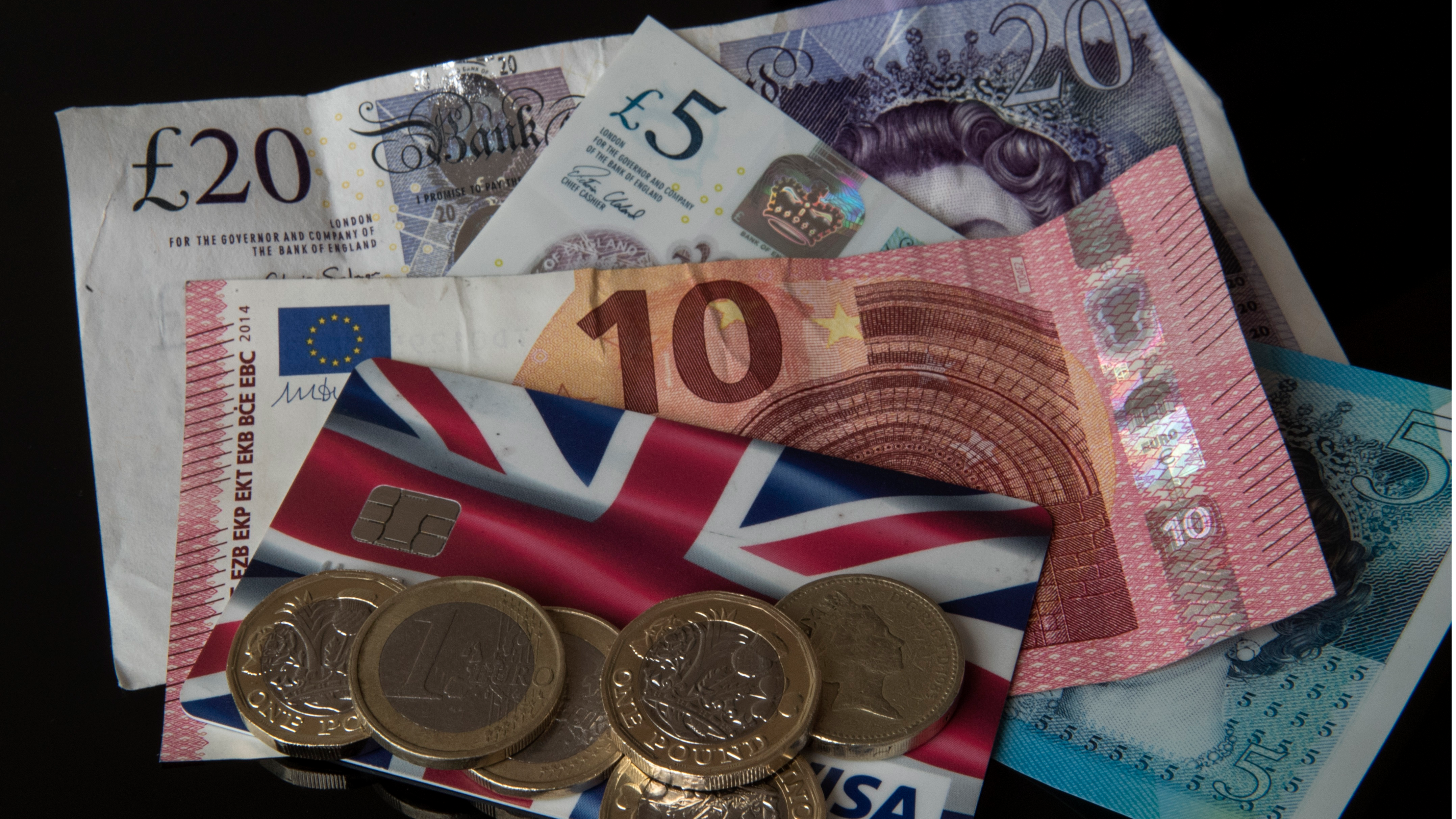 Experts Predict Pound Will Fall Below Euro