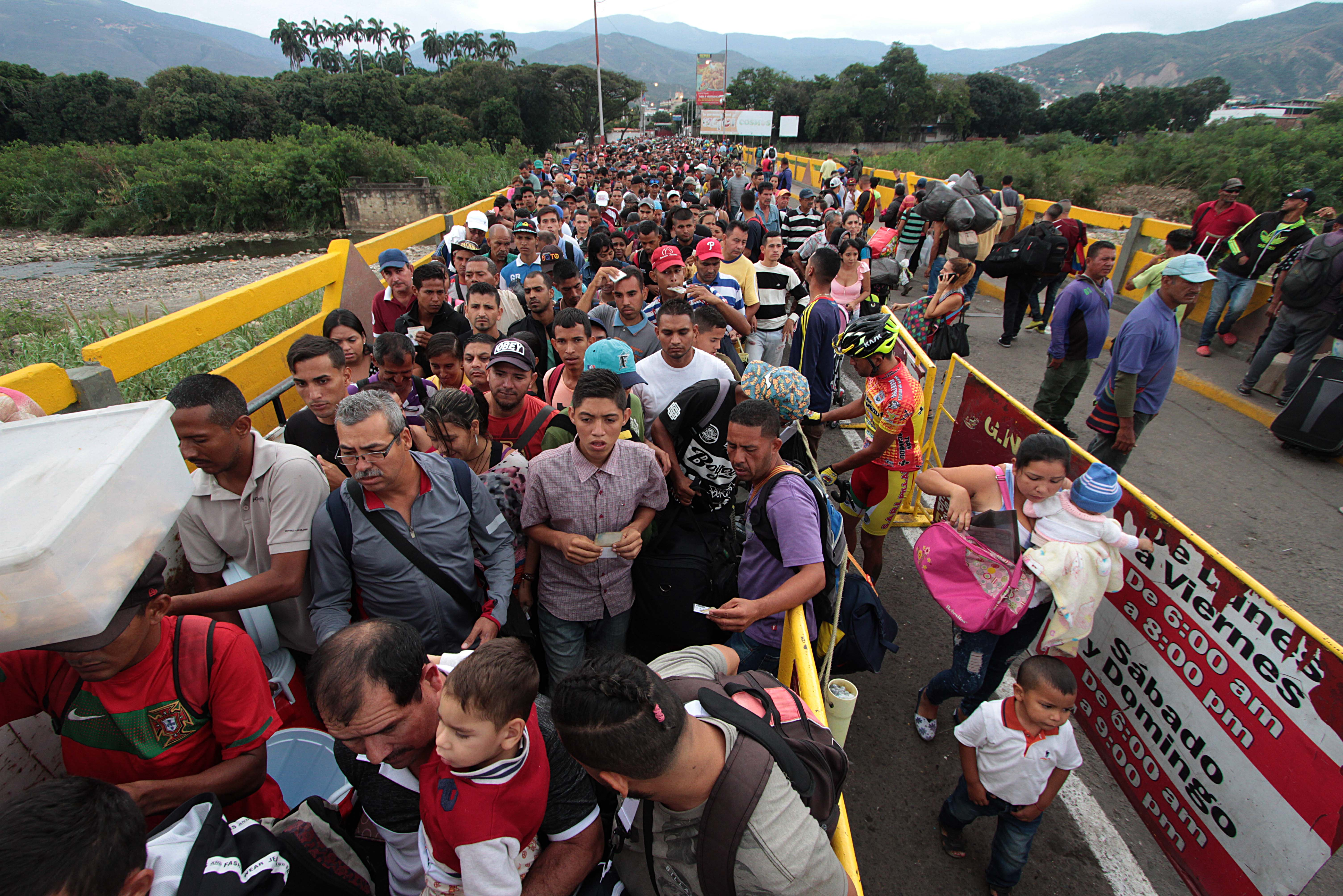 Shocking Images Show Thousands Of Venezuelans Fleeing To Colombia