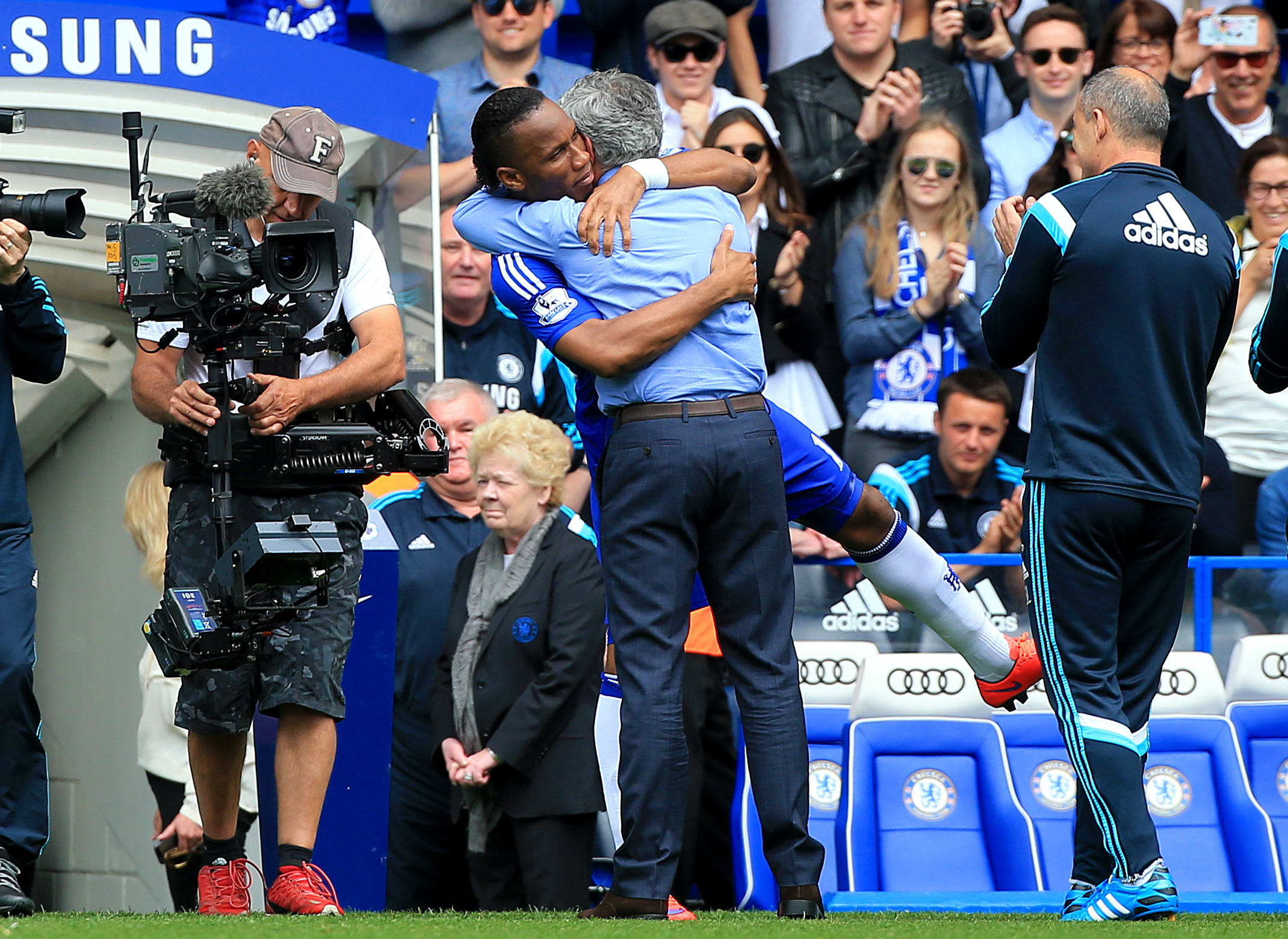 Drogba and Mourinho embrace after both men had returned to Stamford Bridge. Image: PA Images