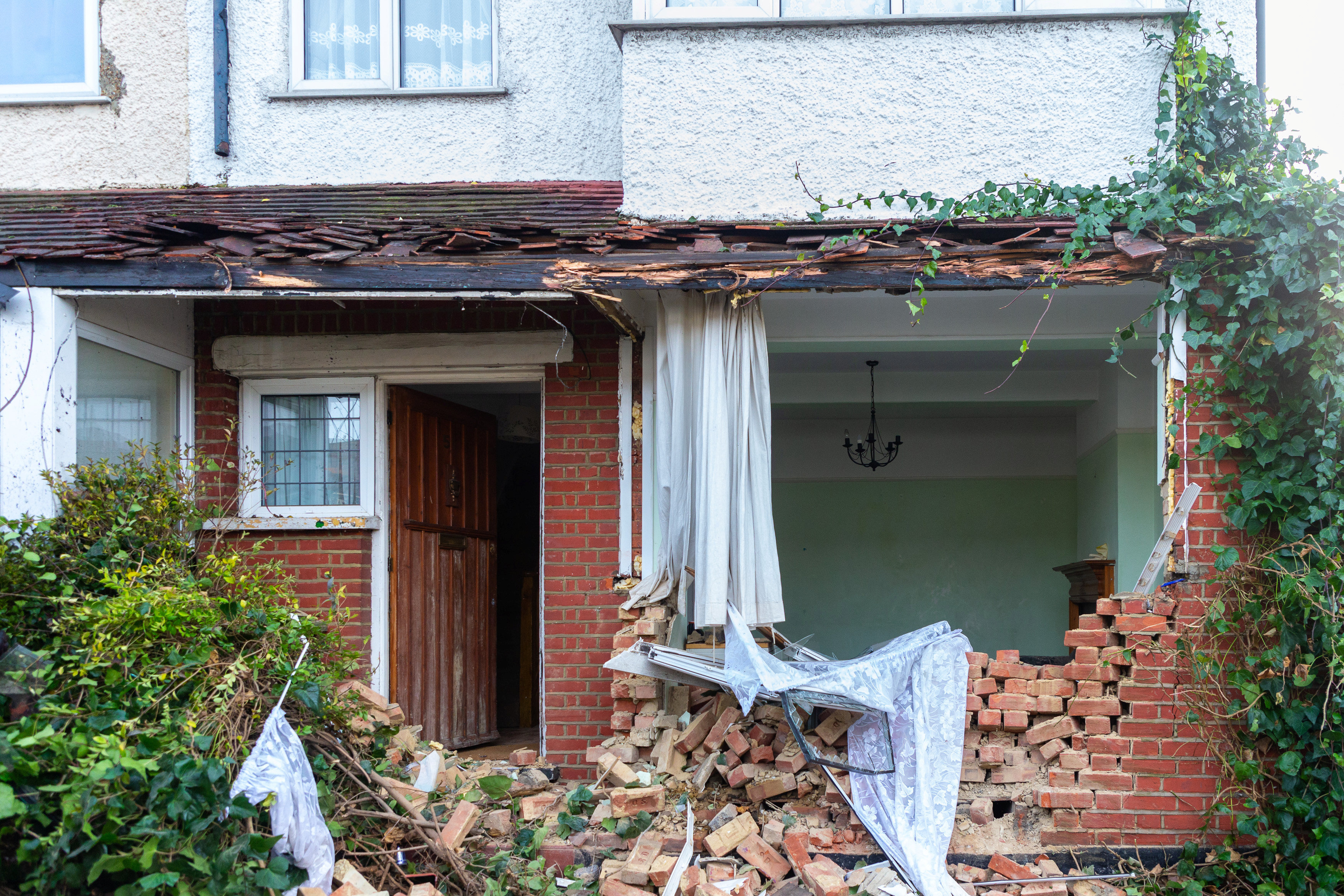 London Double-Decker Bus Crashes Into Front Garden