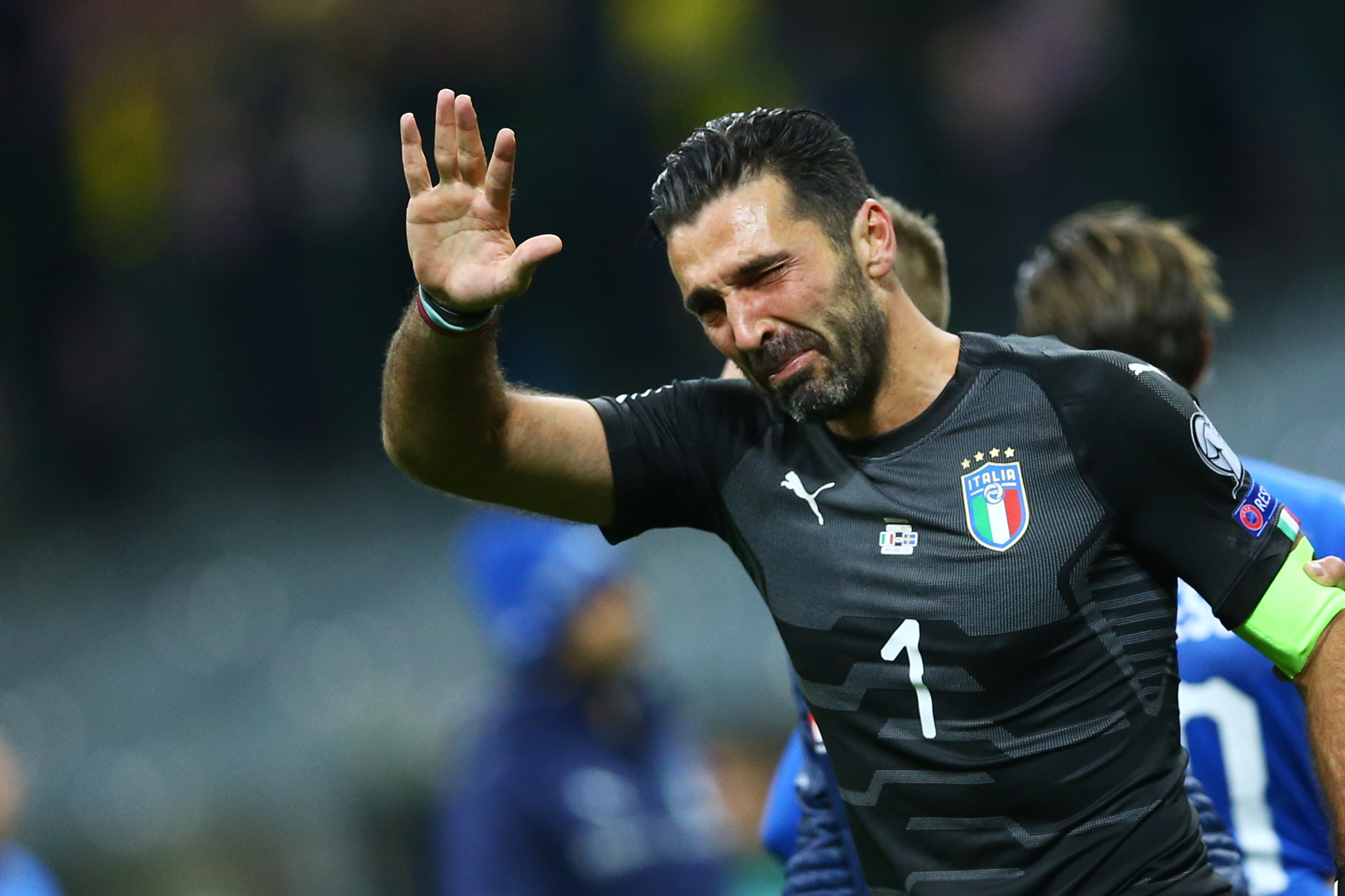 Buffon leaves door open for Italy return