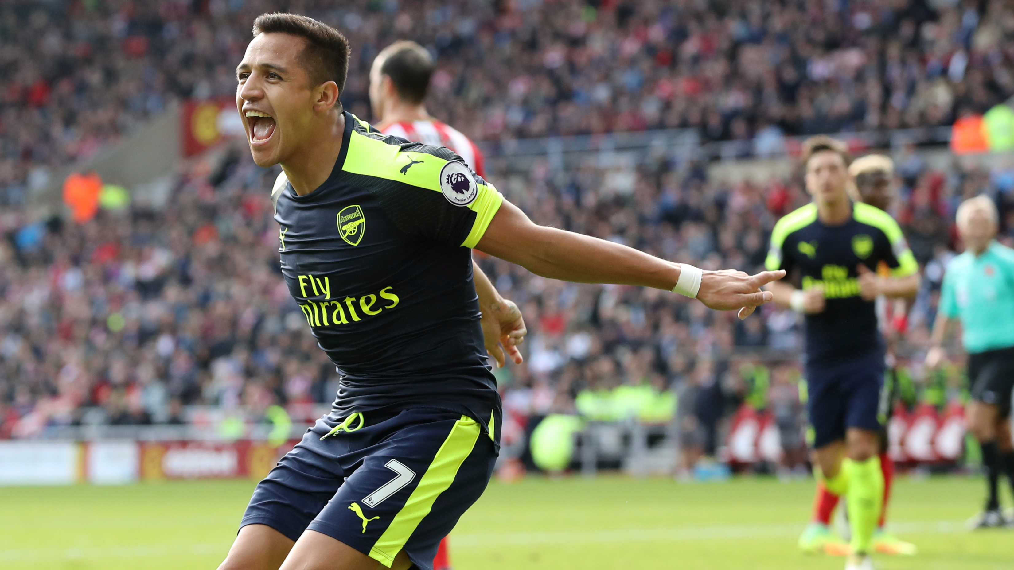 Alexis Sanchez informs Arsenal he wants to join Manchester City