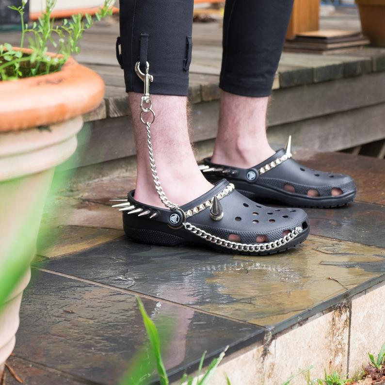748459ae9 Goth Crocs Exist And We Don t Know What To Think - Pretty 52