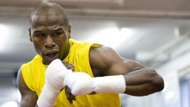 ​Oohh Burn - Floyd Mayweather Says Amir Khan Should 'Stick To TV'