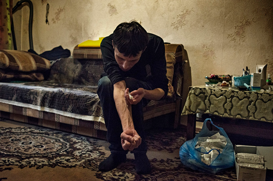 One person injecting himself with krokodil. Credit: Emanuele Satolli