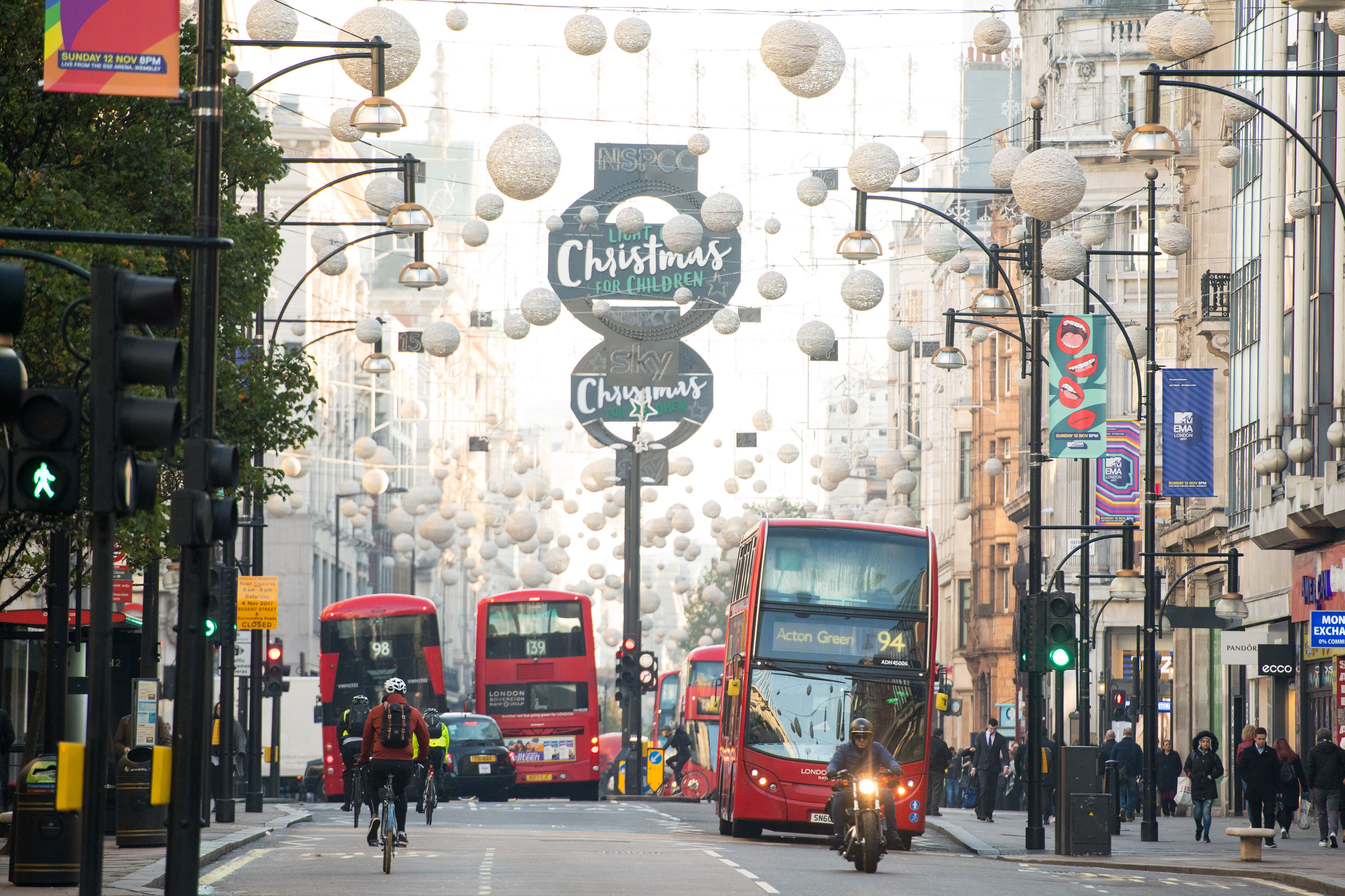 Plans To Pedestrianise London's Oxford Street Announced