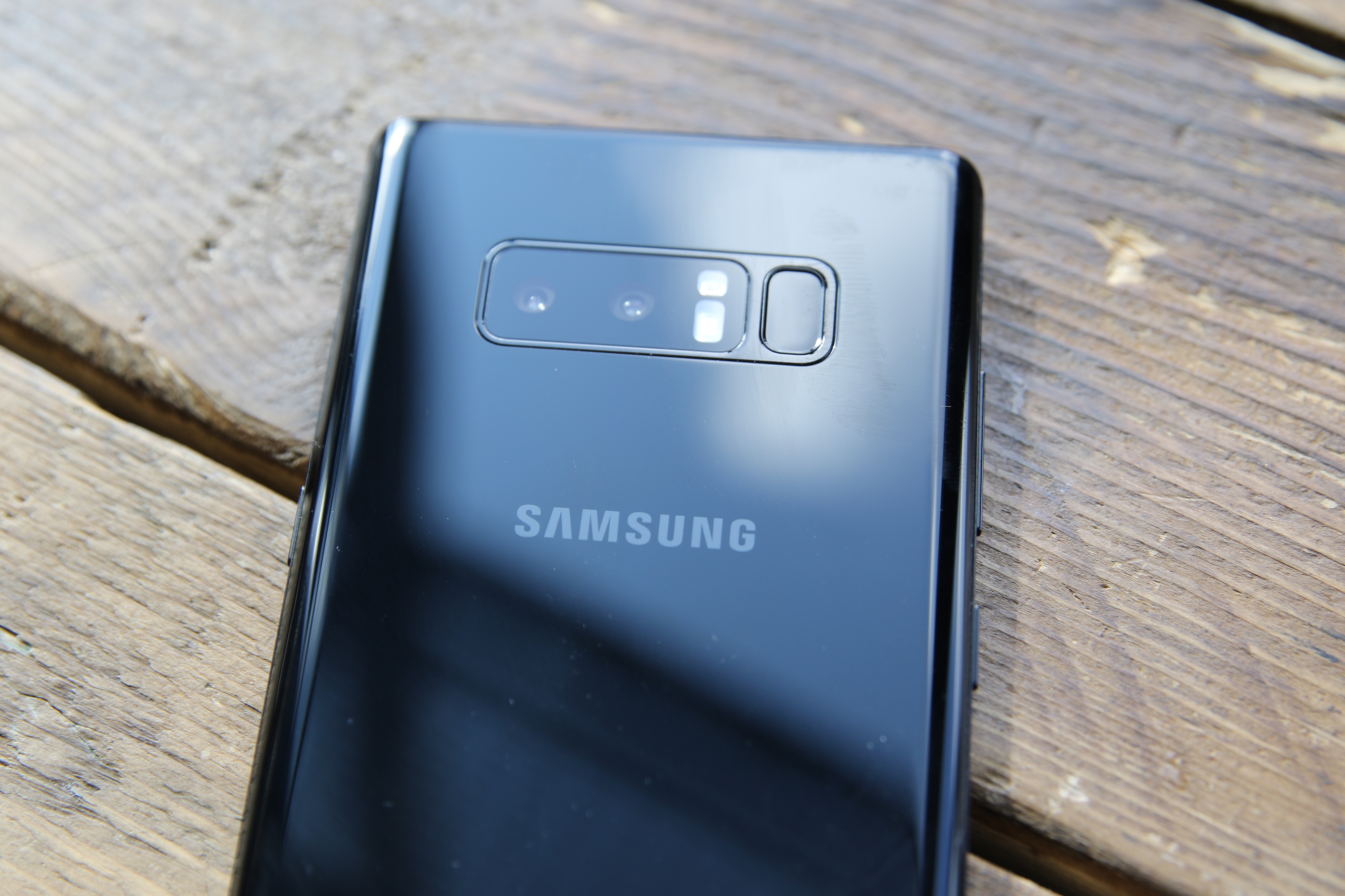 Samsung And LG Proudly Confirm They Don't Slow Down Old Phones Like Apple