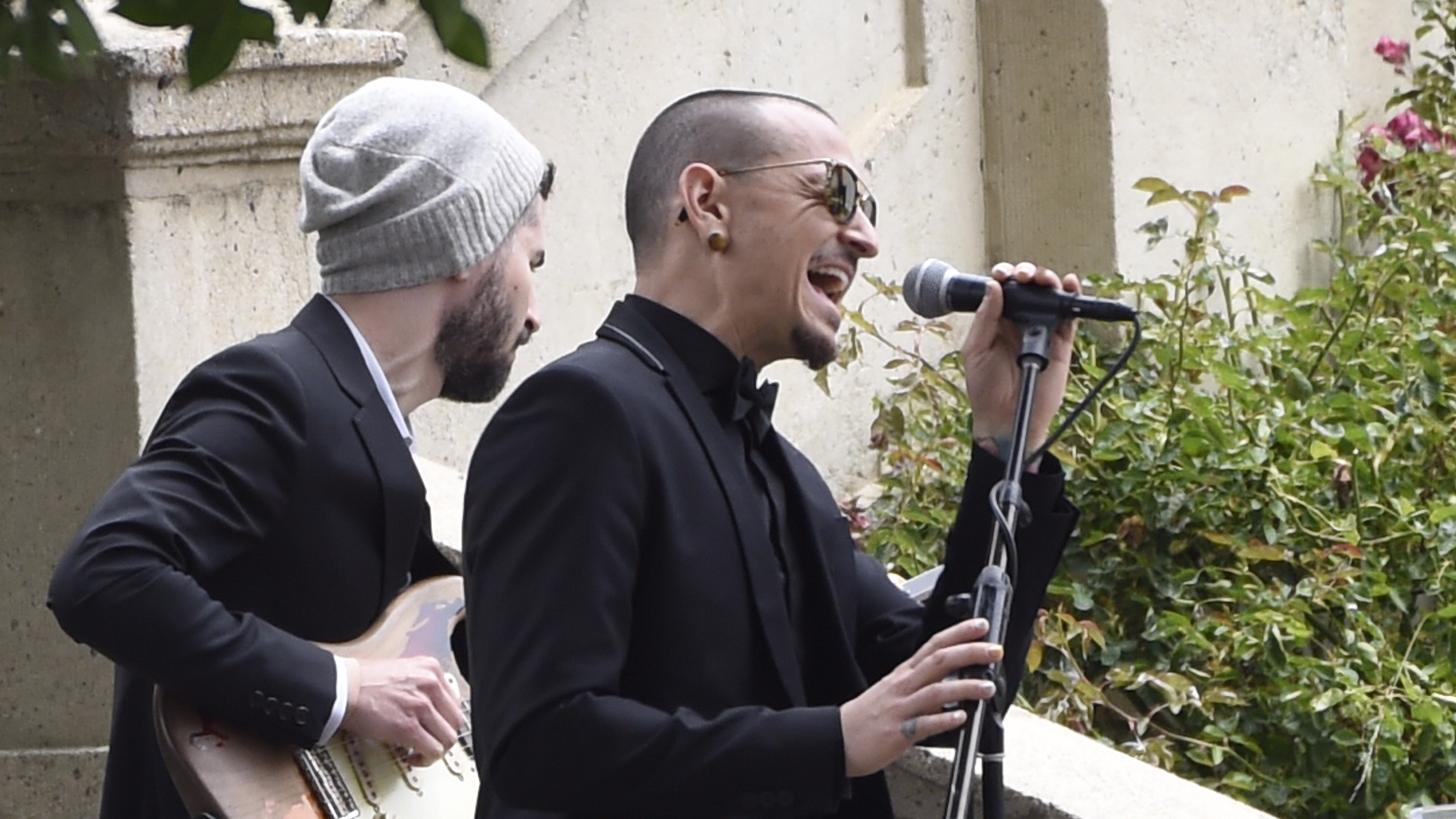 Chester Bennington Sang Heartbreaking Tribute At Chris Cornell's Funeral