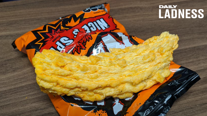coser uno entrega a domicilio  Co-Workers Discover Enormous Nik Nak In Packet Bought From Vending Machine  - LADbible