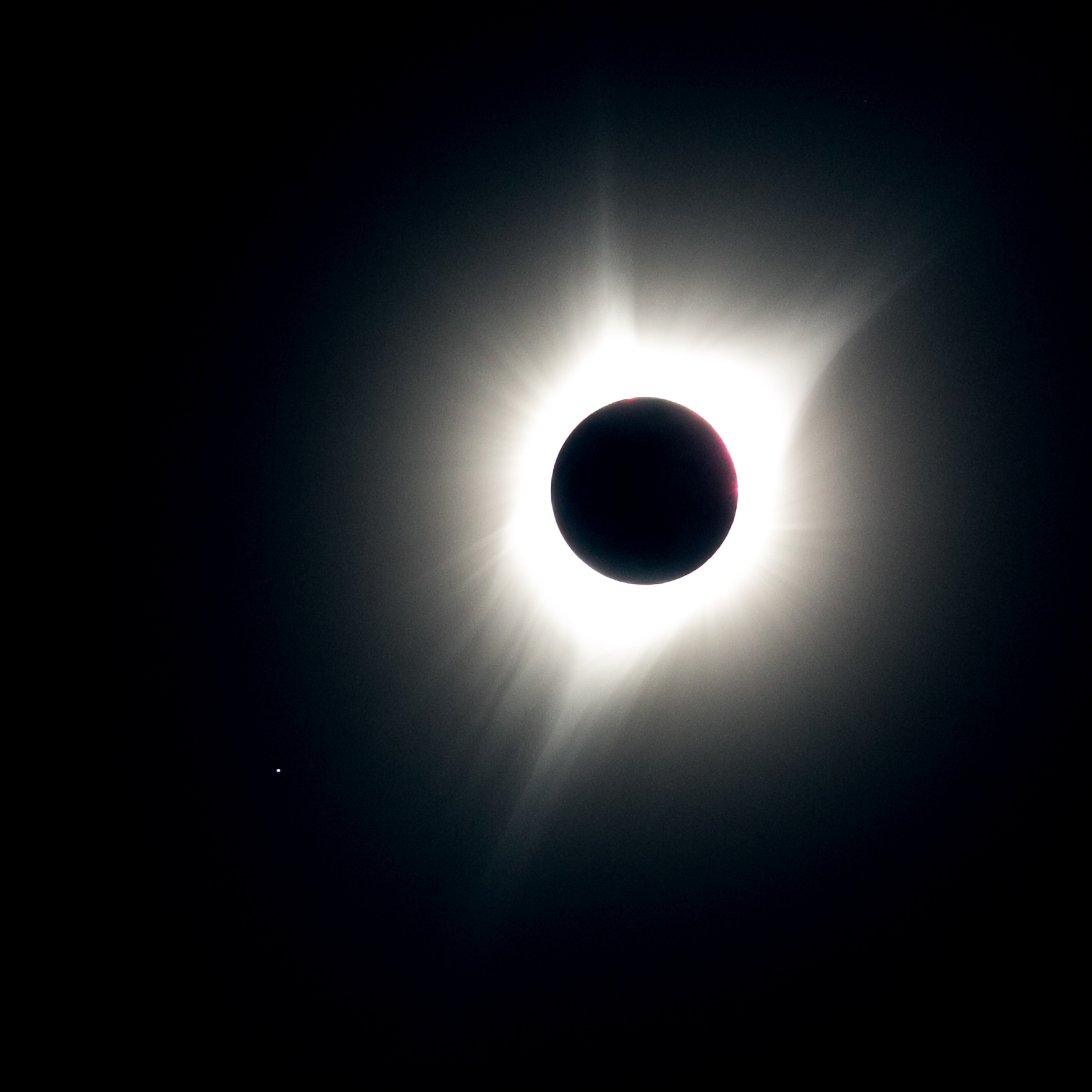 Timelapse captures moment sky darkens for total solar eclipse