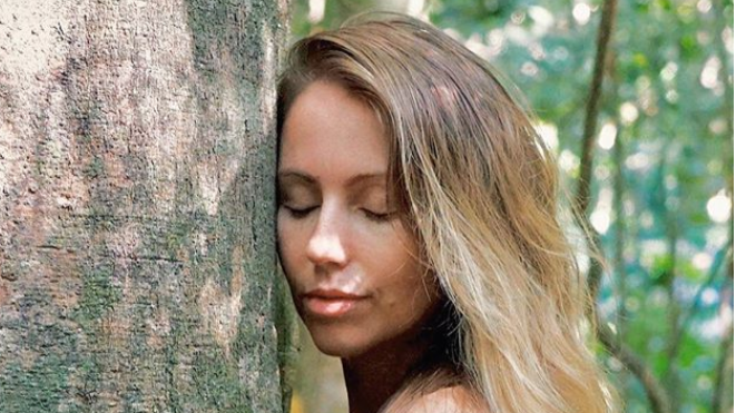 Vegan Blogger Quits 9-5 To Live 'Off-Grid' In Jungle