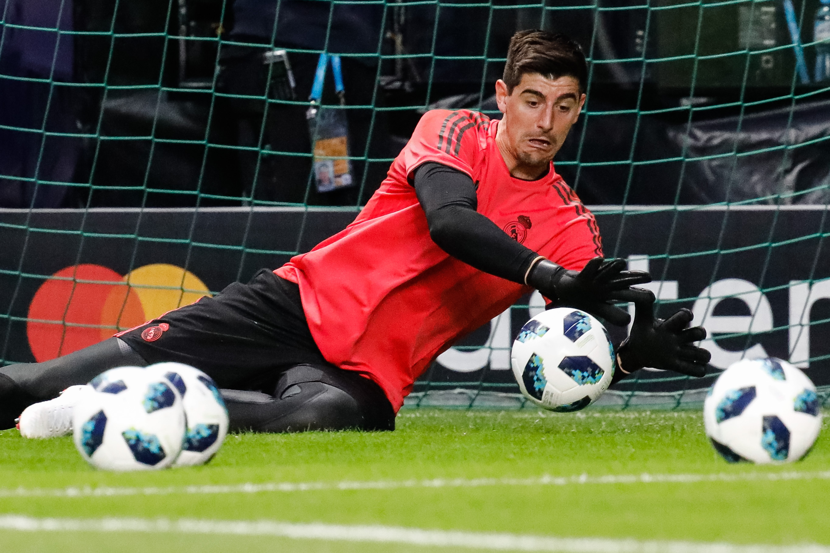 Thibaut Courtois not guaranteed to be first choice, warns Julen Lopetegui